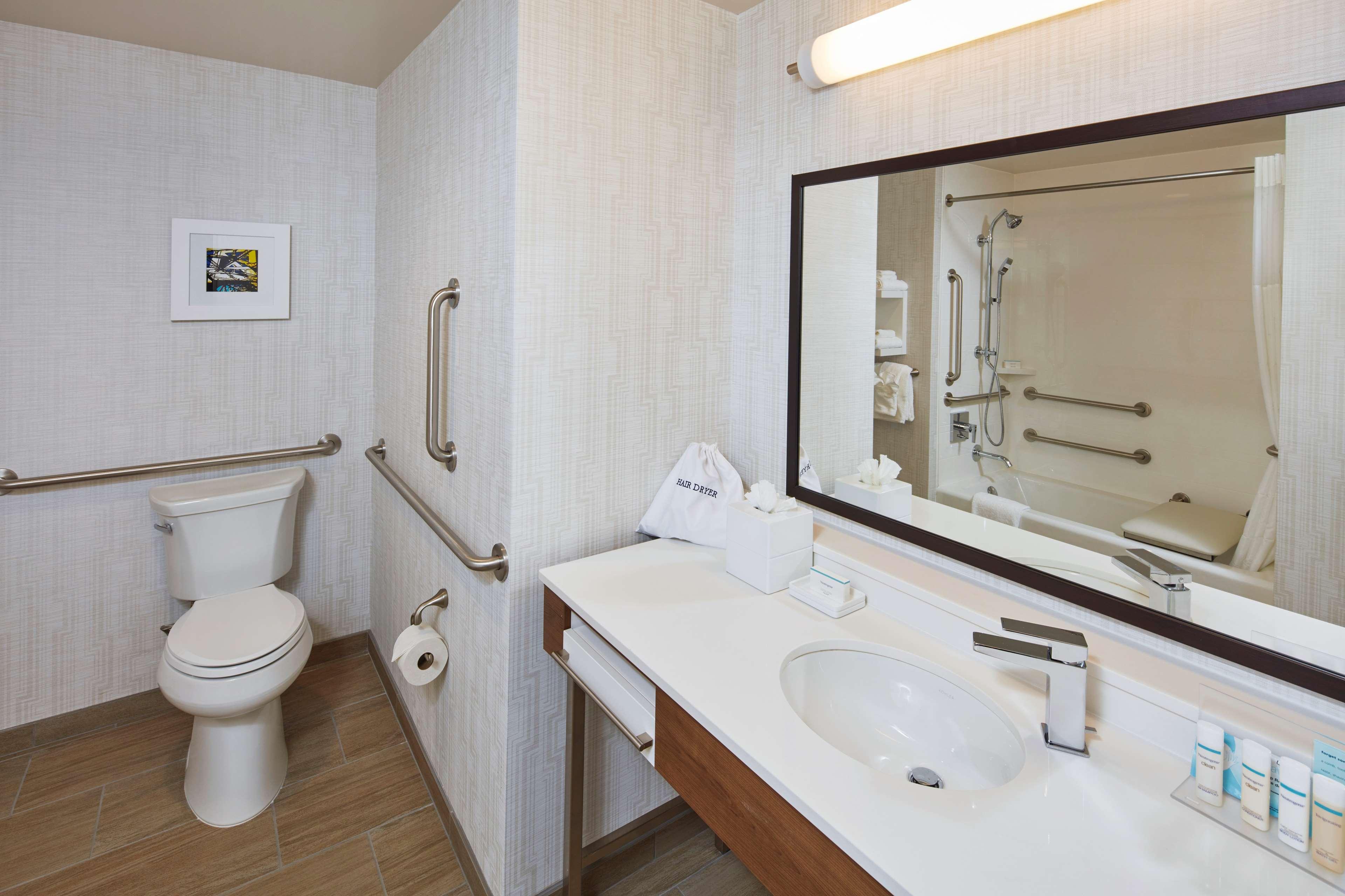 Hampton Inn & Suites Sacramento at CSUS image 26