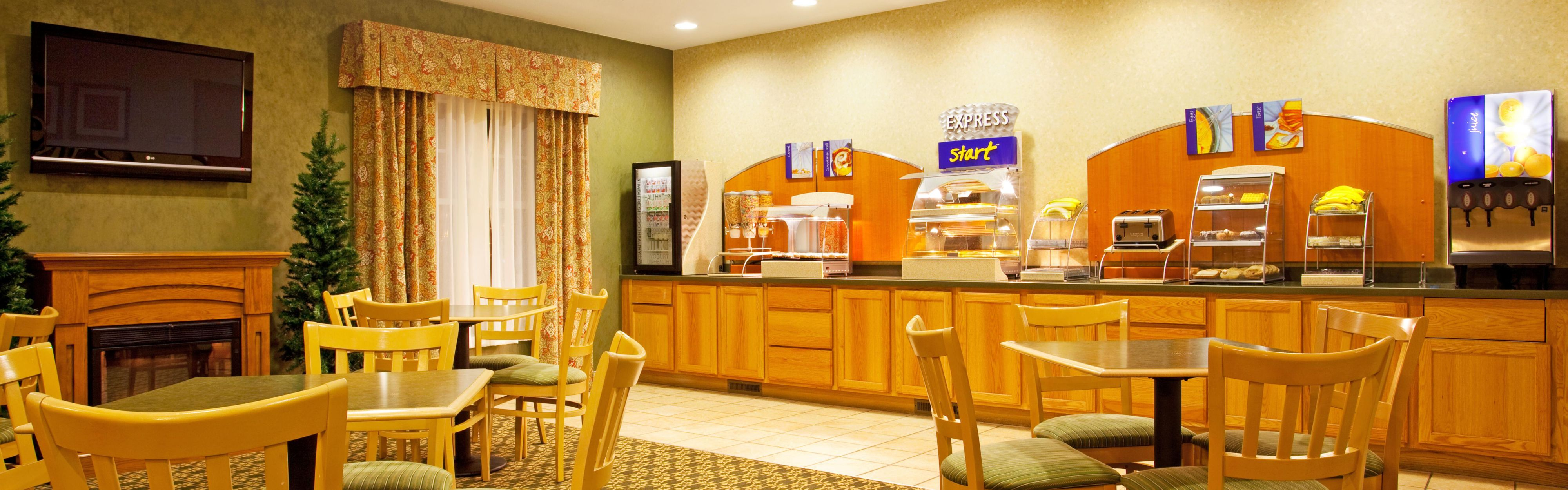 Holiday Inn Express & Suites Iron Mountain image 3