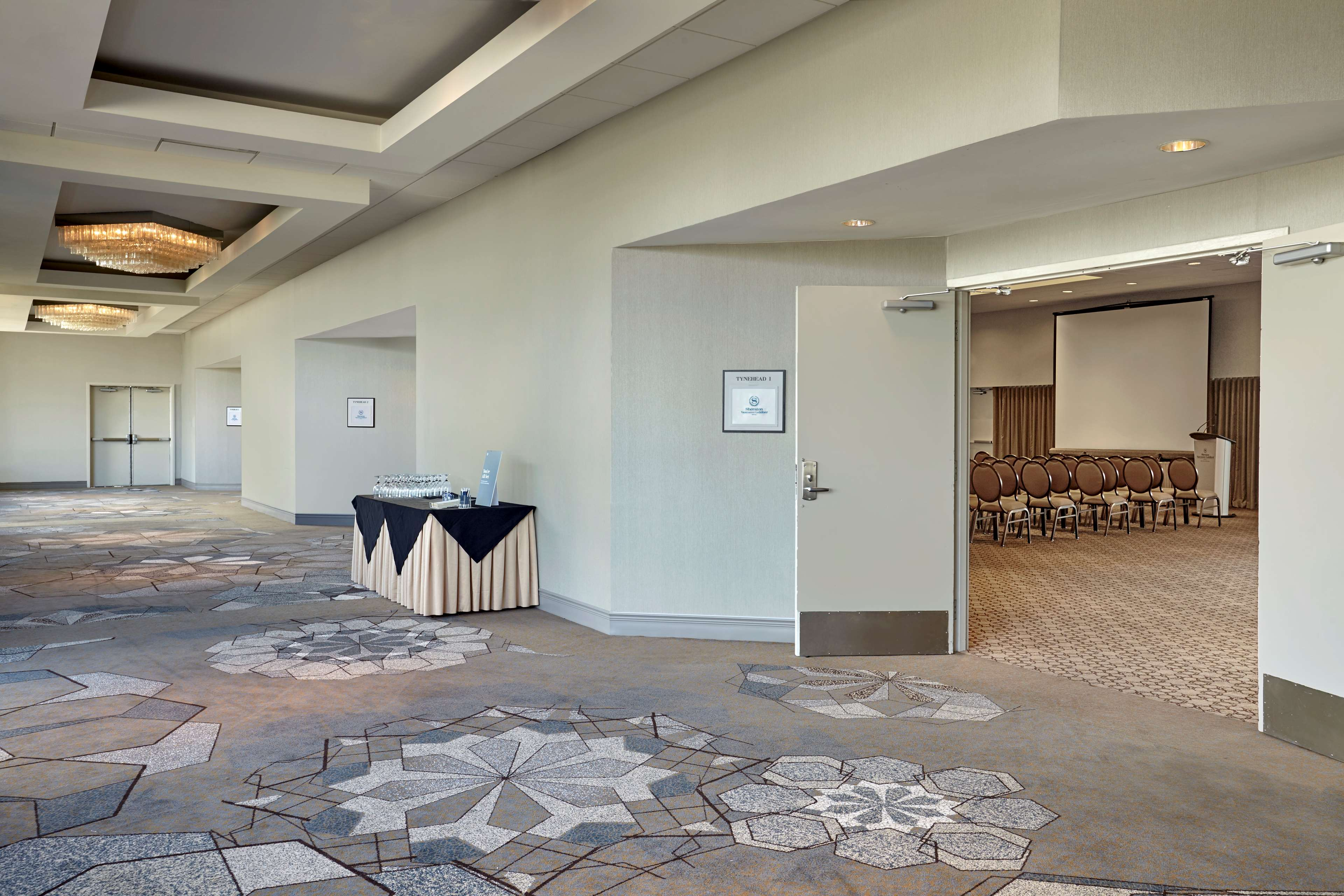 Sheraton Vancouver Guildford Hotel in Surrey: Tynehead Ballroom Foyer
