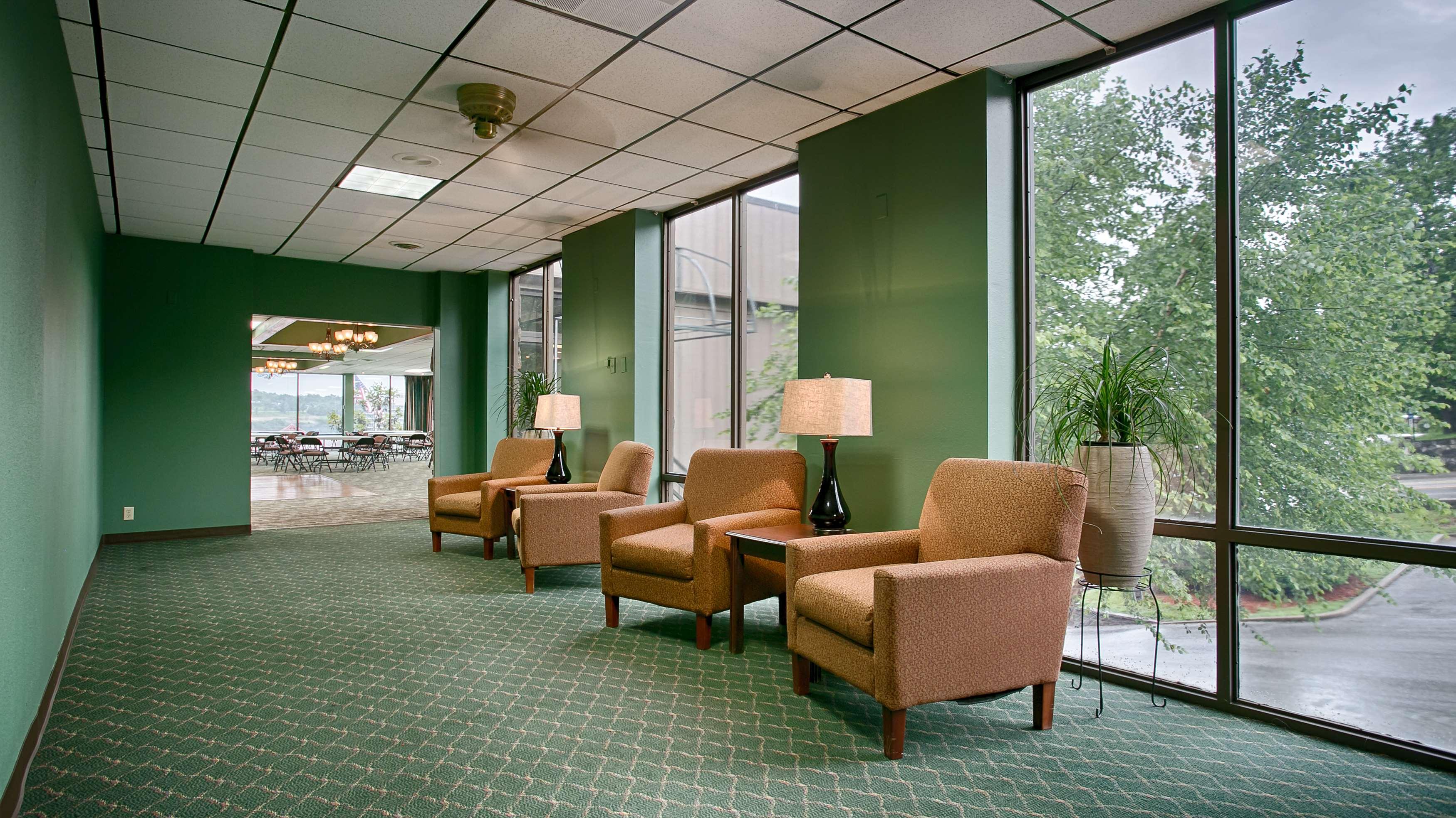 Best Western Plus Landing View Inn & Suites image 19