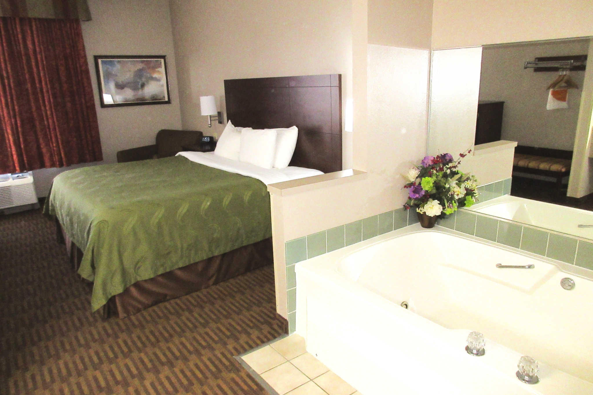 Quality Inn & Suites Lawrence - University Area image 18