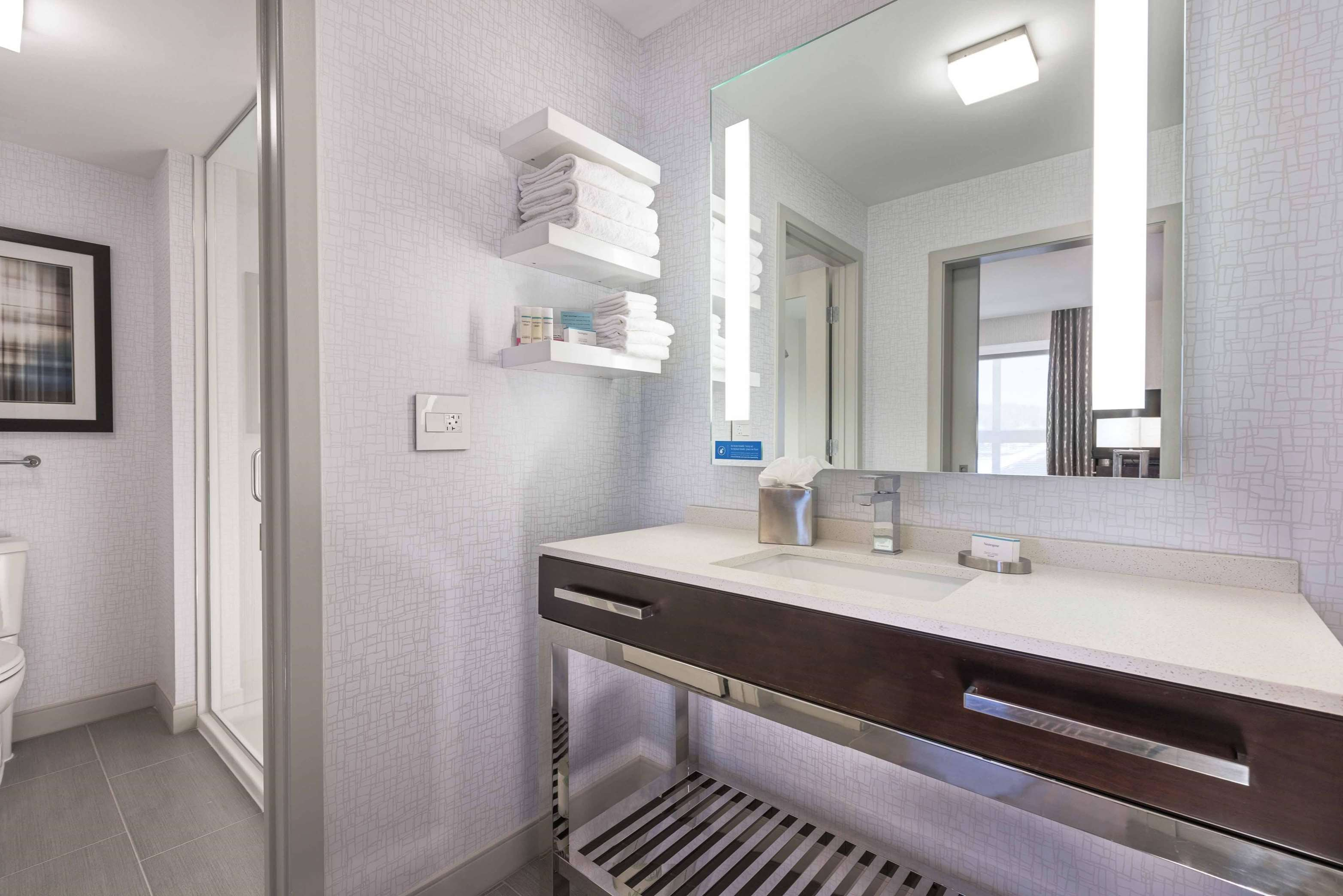 Hampton Inn & Suites Worcester image 16
