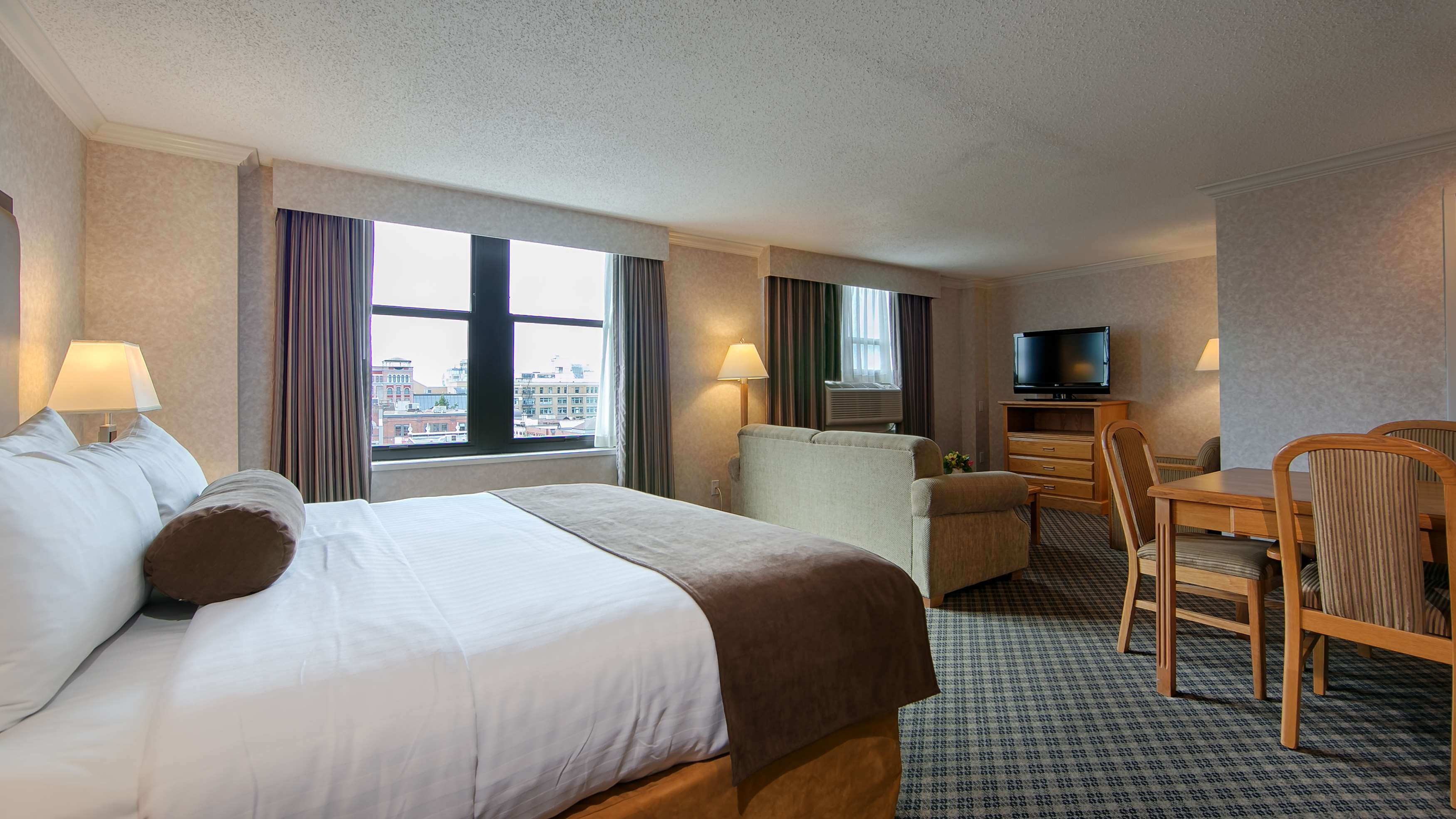 Best Western Plus Carlton Plaza Hotel in Victoria: King Room
