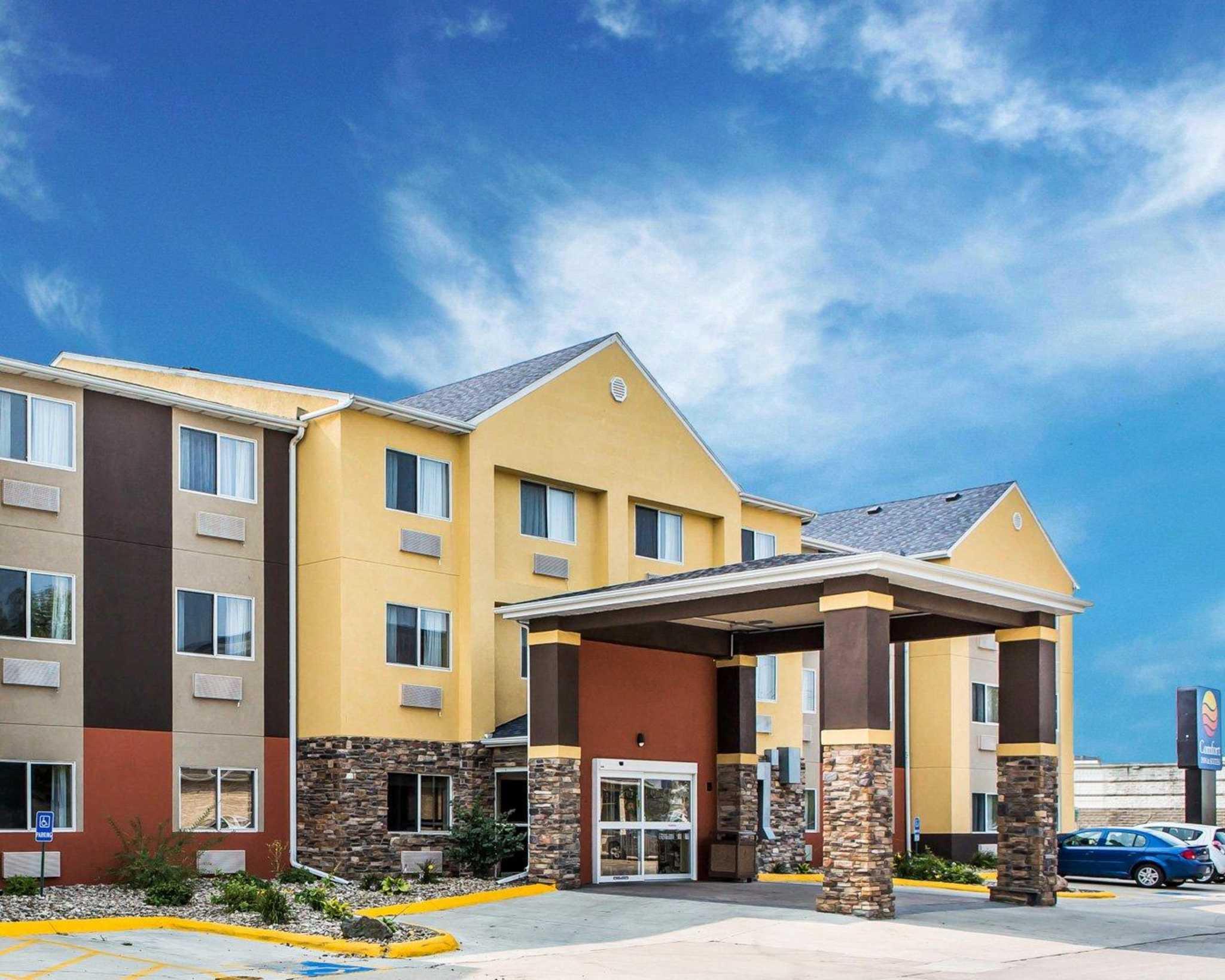 Comfort Inn & Suites Waterloo – Cedar Falls image 1