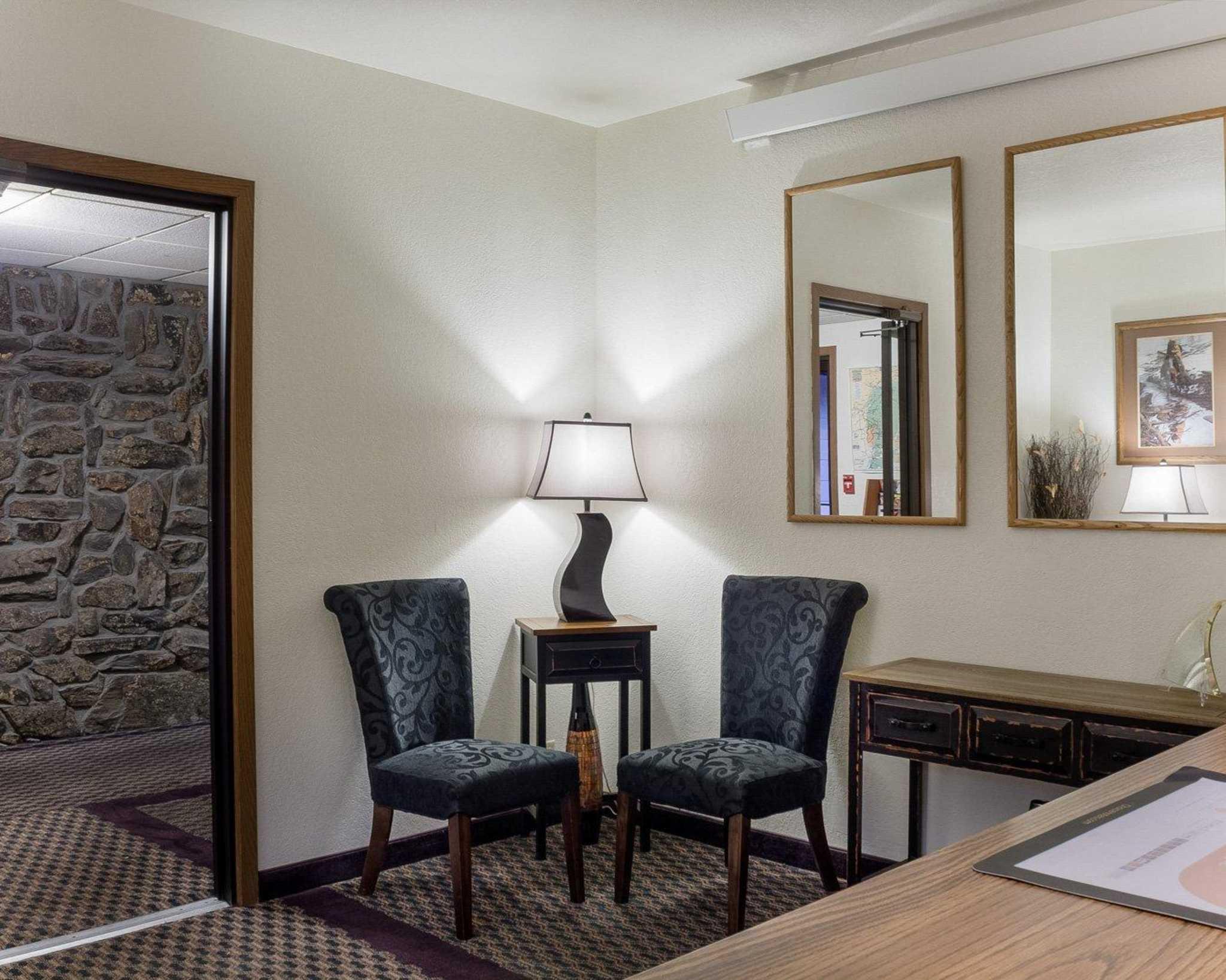 Econo Lodge Near Mt. Rushmore Memorial image 4