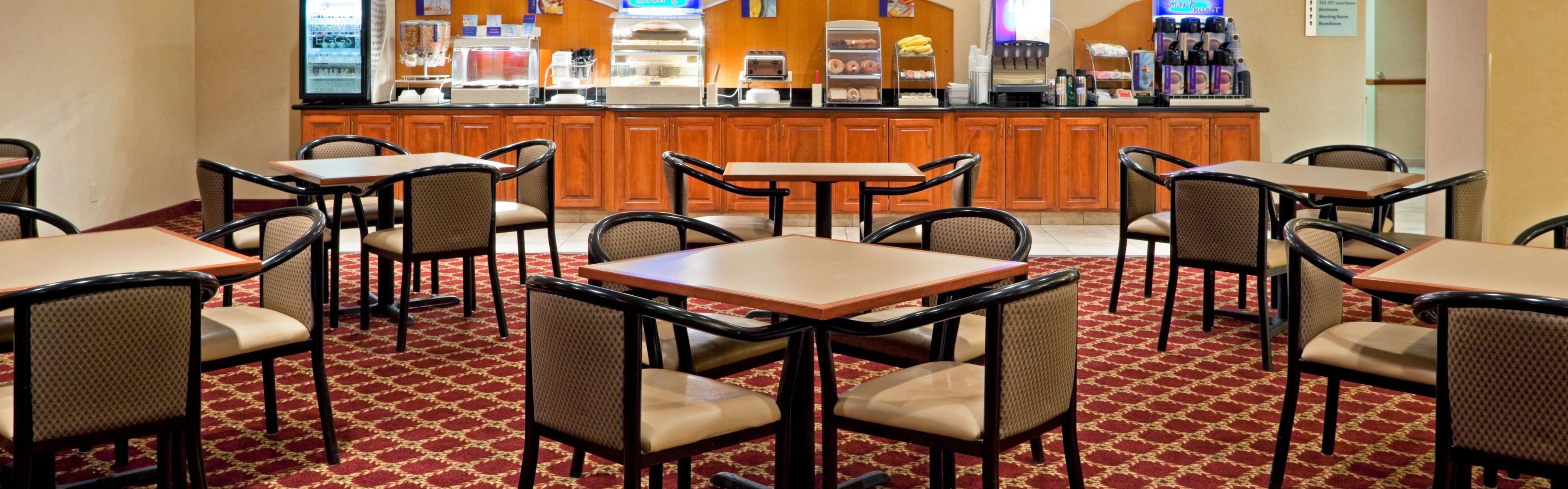 Holiday Inn Express Syracuse-Fairgrounds image 3