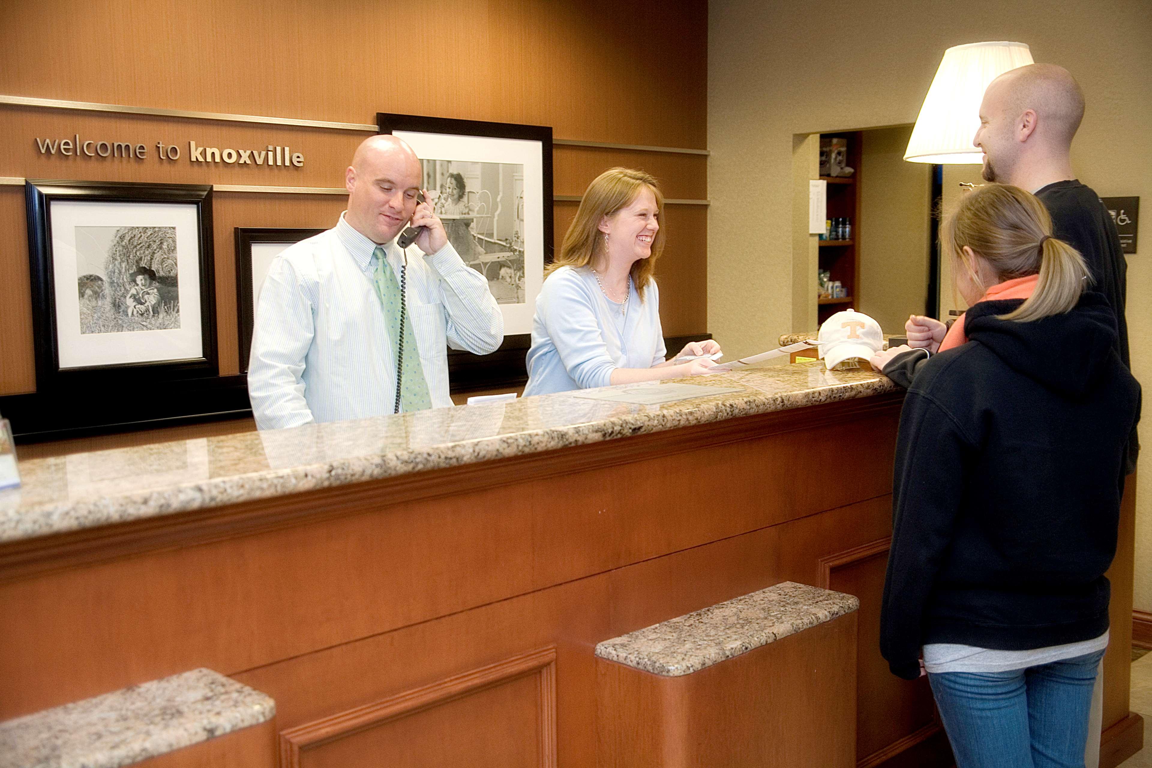Hampton Inn & Suites Knoxville-Downtown image 7