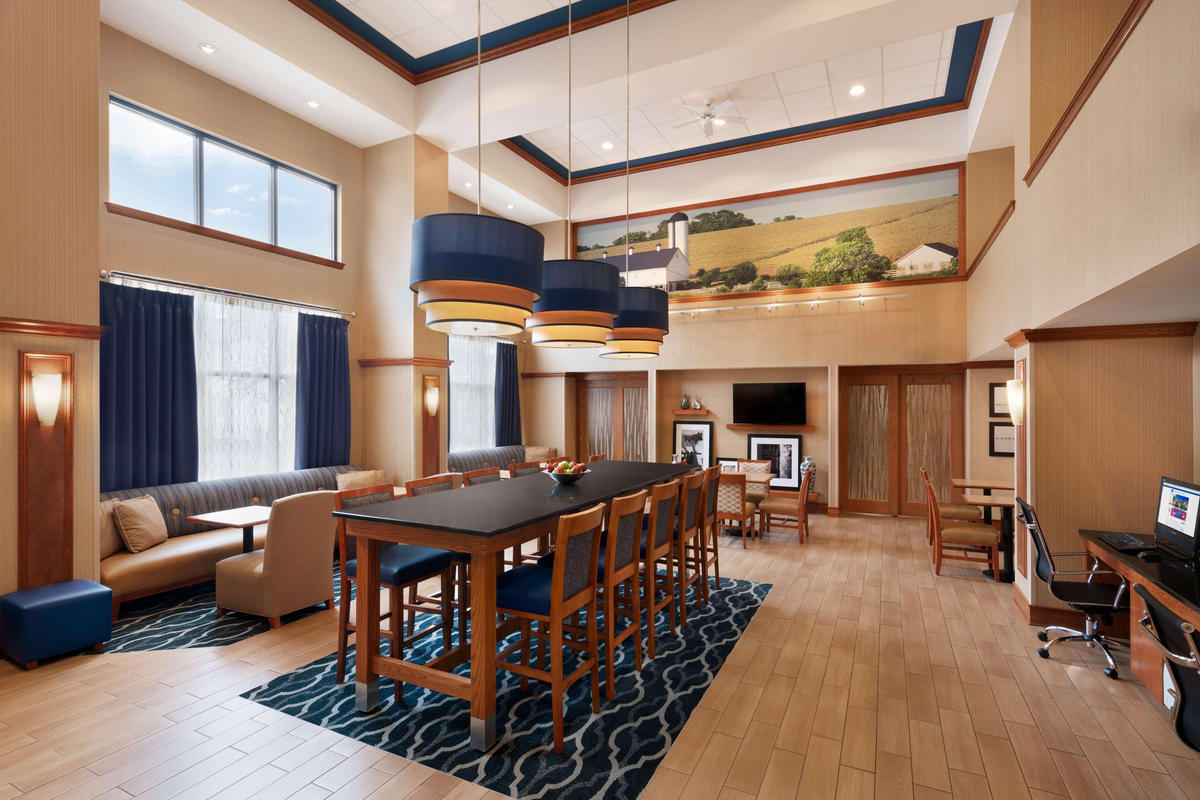Hampton Inn & Suites Ephrata - Mountain Springs image 4