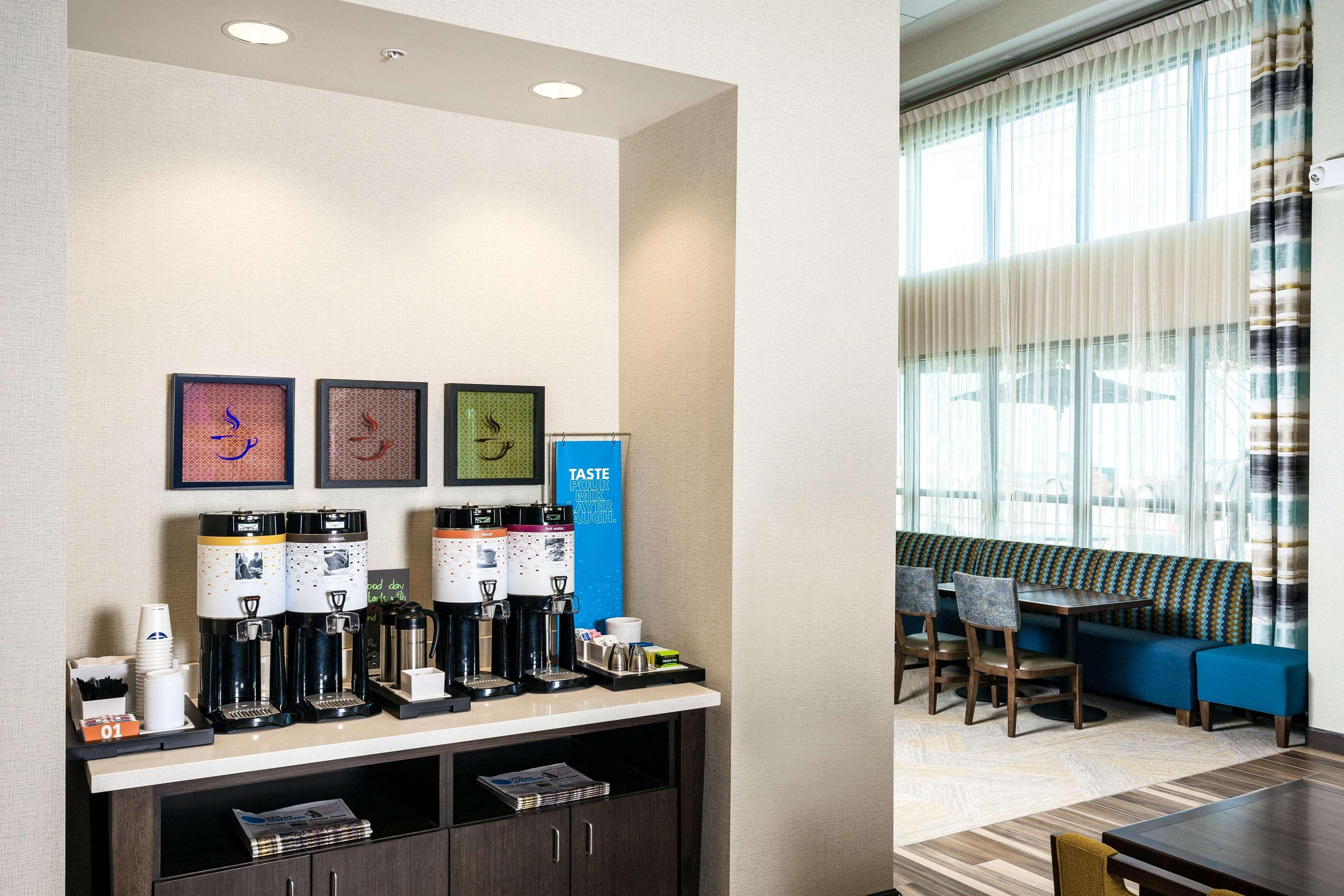 Hampton Inn & Suites by Hilton Seattle/Northgate image 10