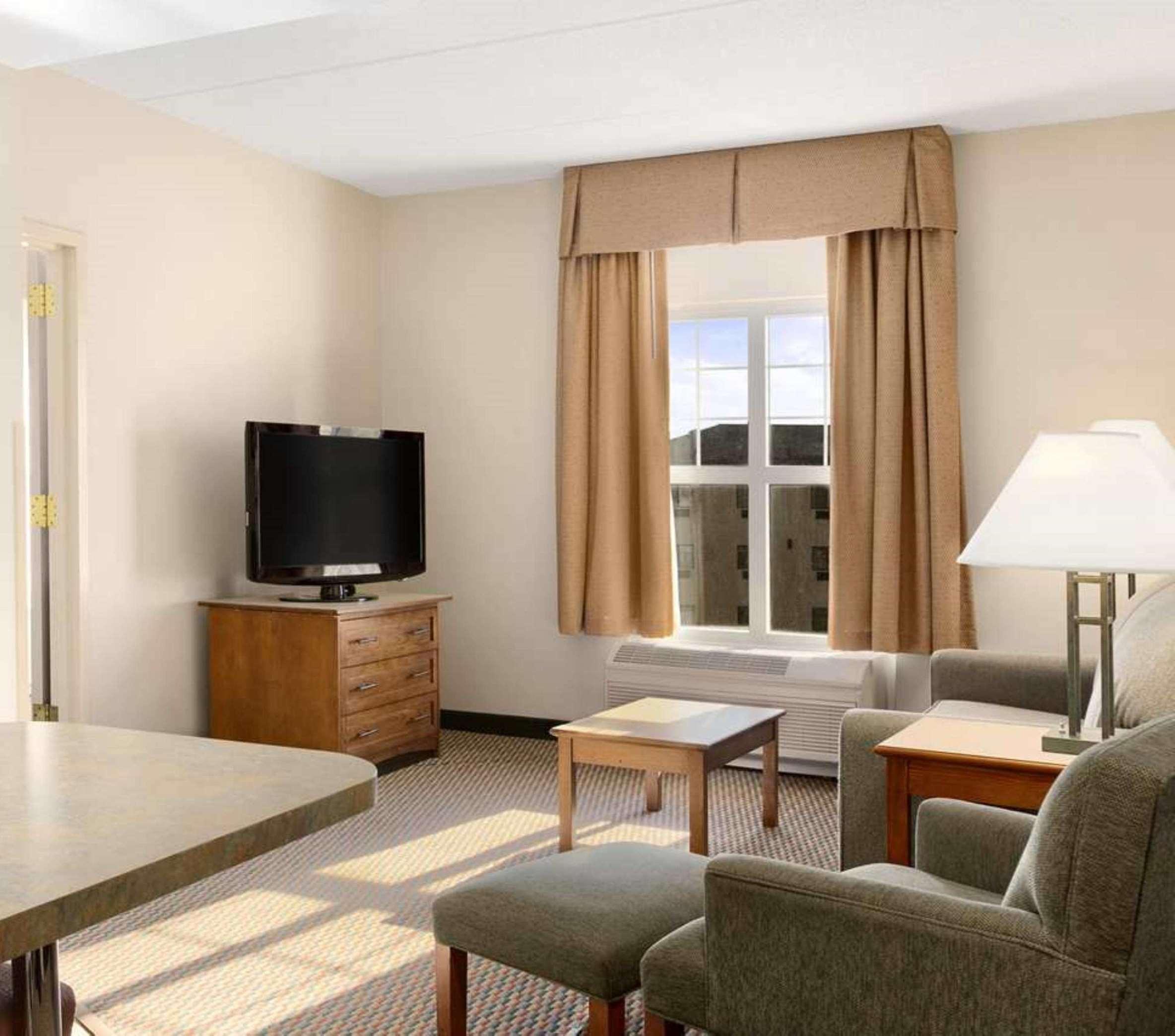 Hampton Inn & Suites Providence/Warwick-Airport image 36