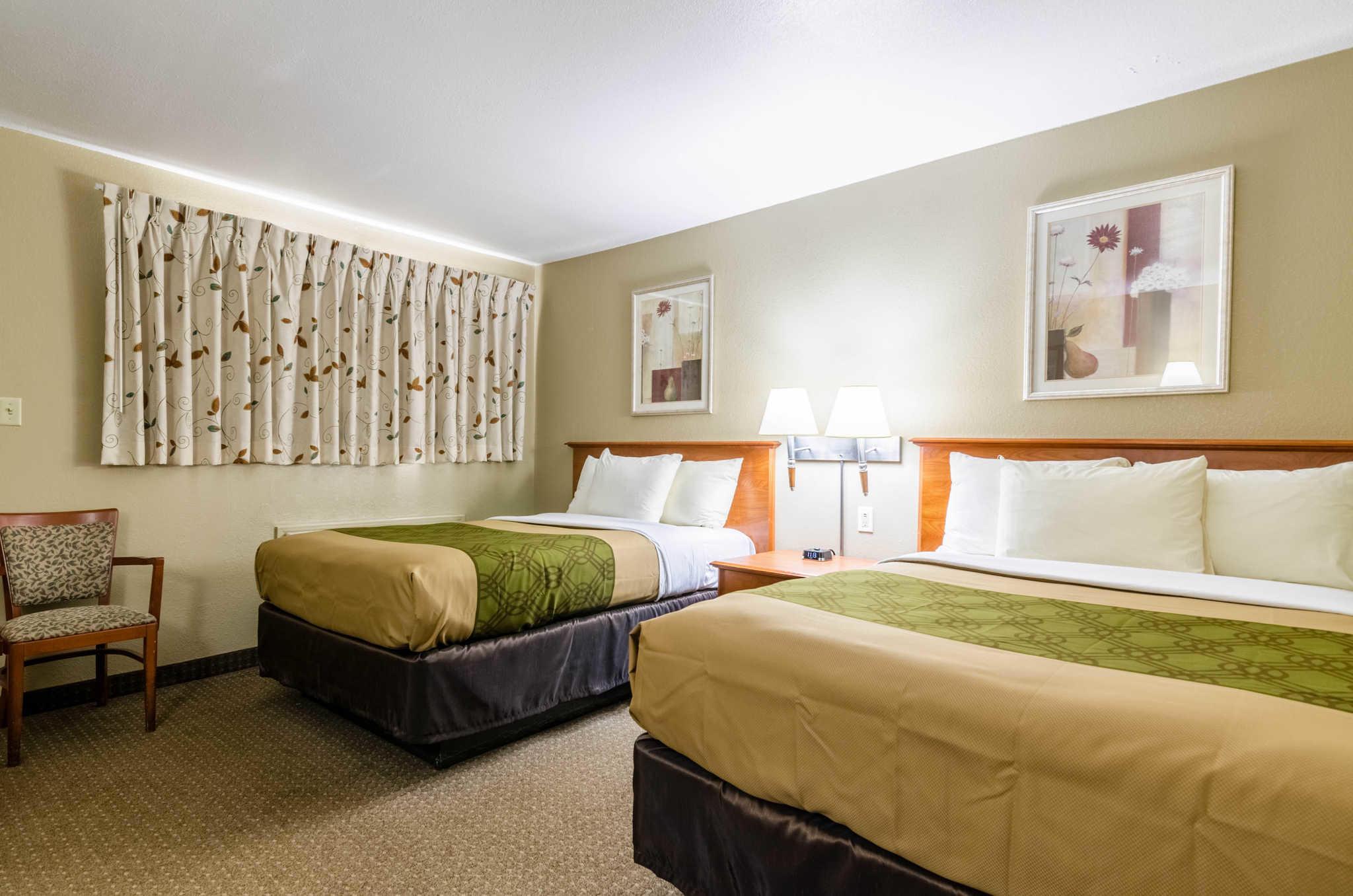 Econo Lodge  Inn & Suites I-35 at Shawnee Mission image 20