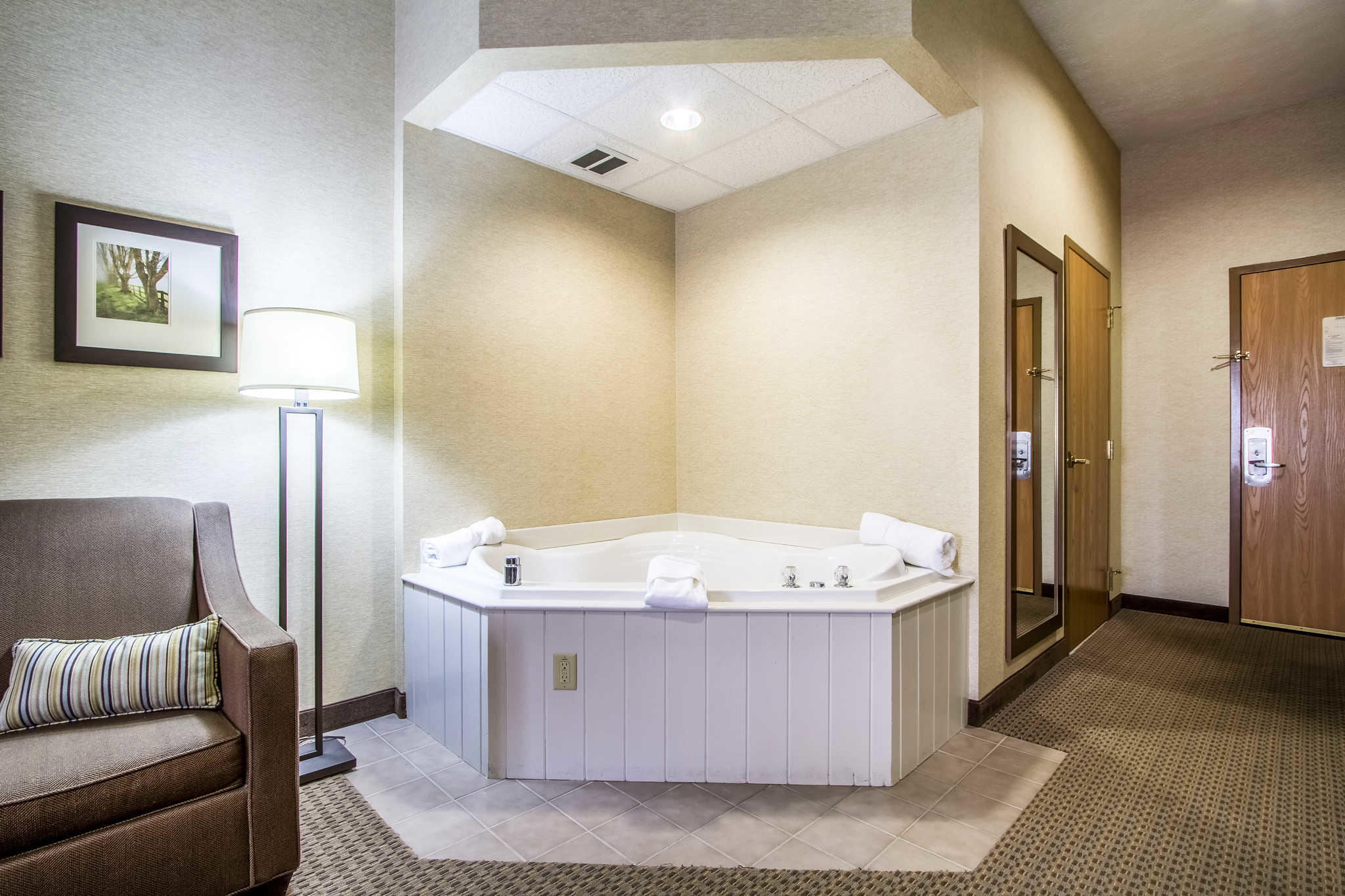 o number the oh cottages comforter suites berlin st yelp hotels ohio w biz comfort main photos phone