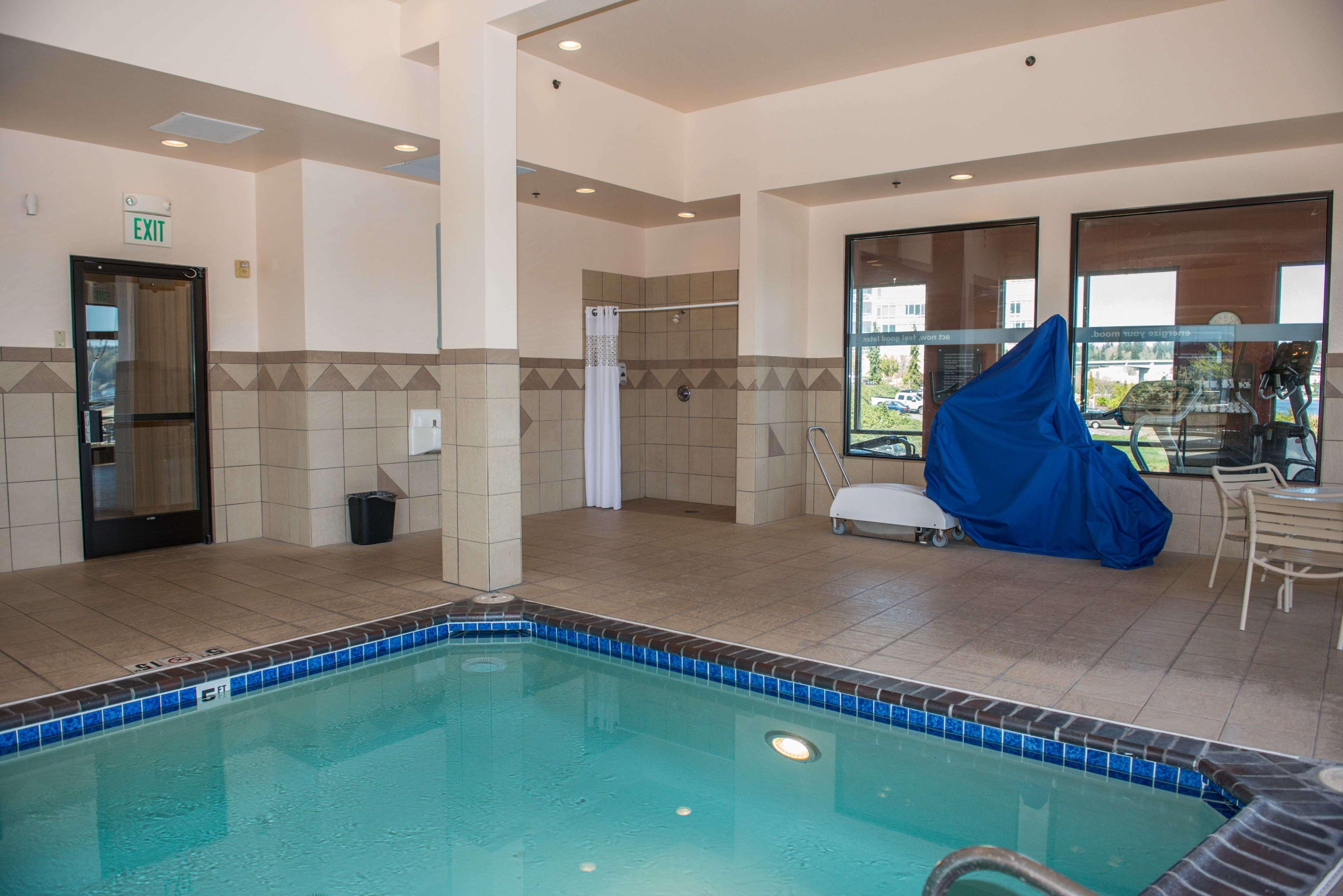 Hampton Inn & Suites Bremerton image 12