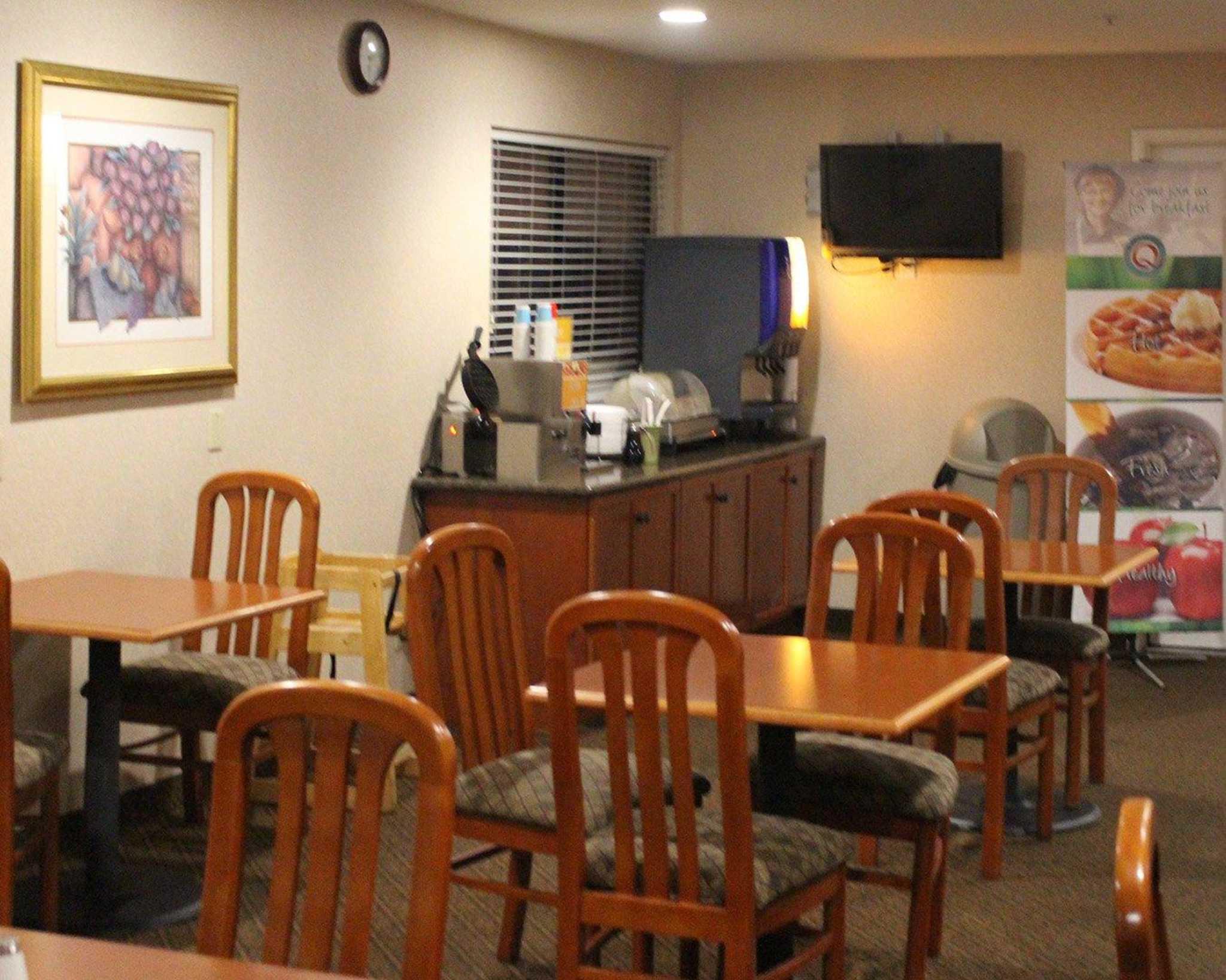 Quality Inn & Suites Oceanside Near Camp Pendleton image 11