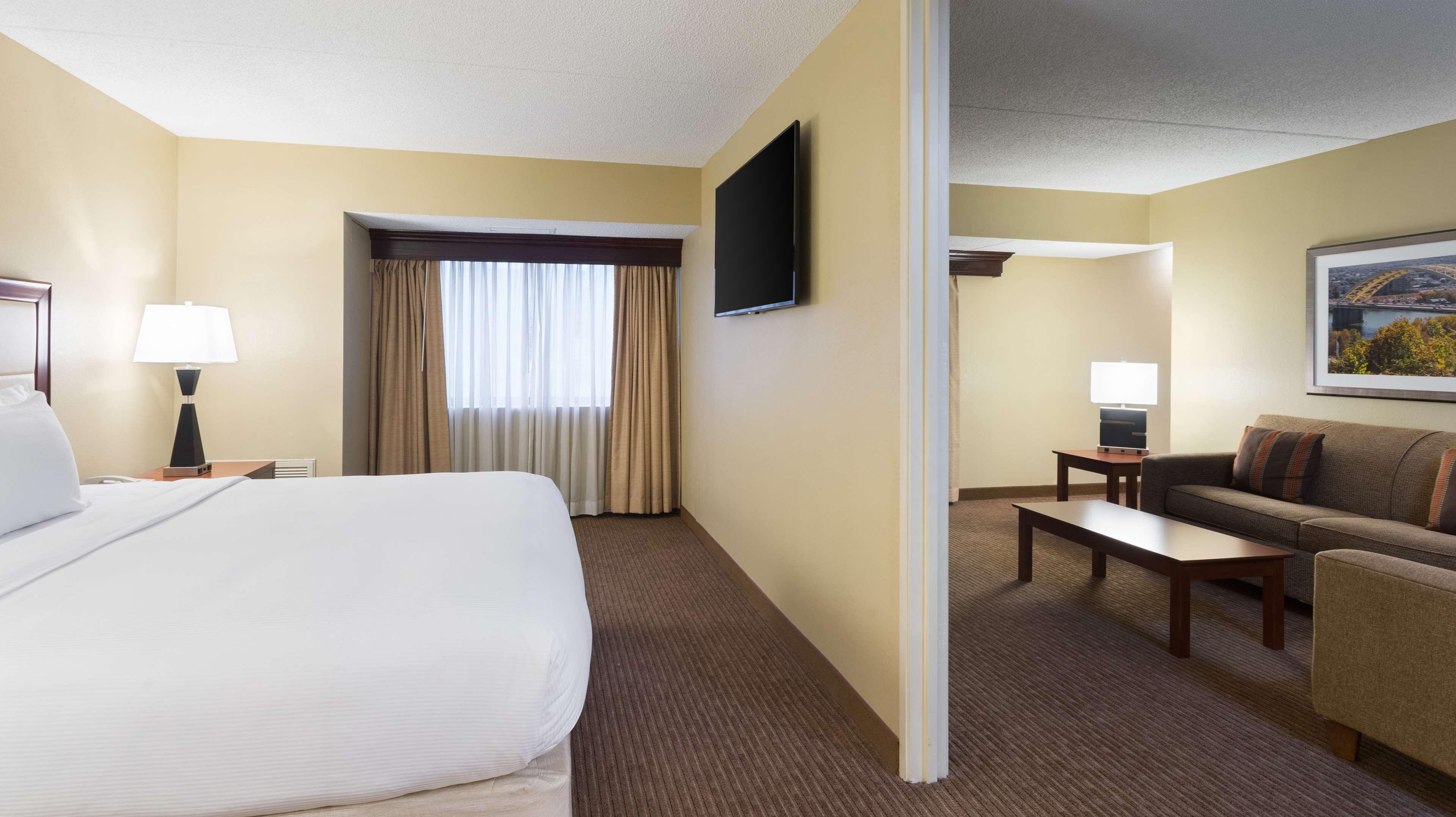DoubleTree Suites by Hilton Hotel Cincinnati - Blue Ash image 29