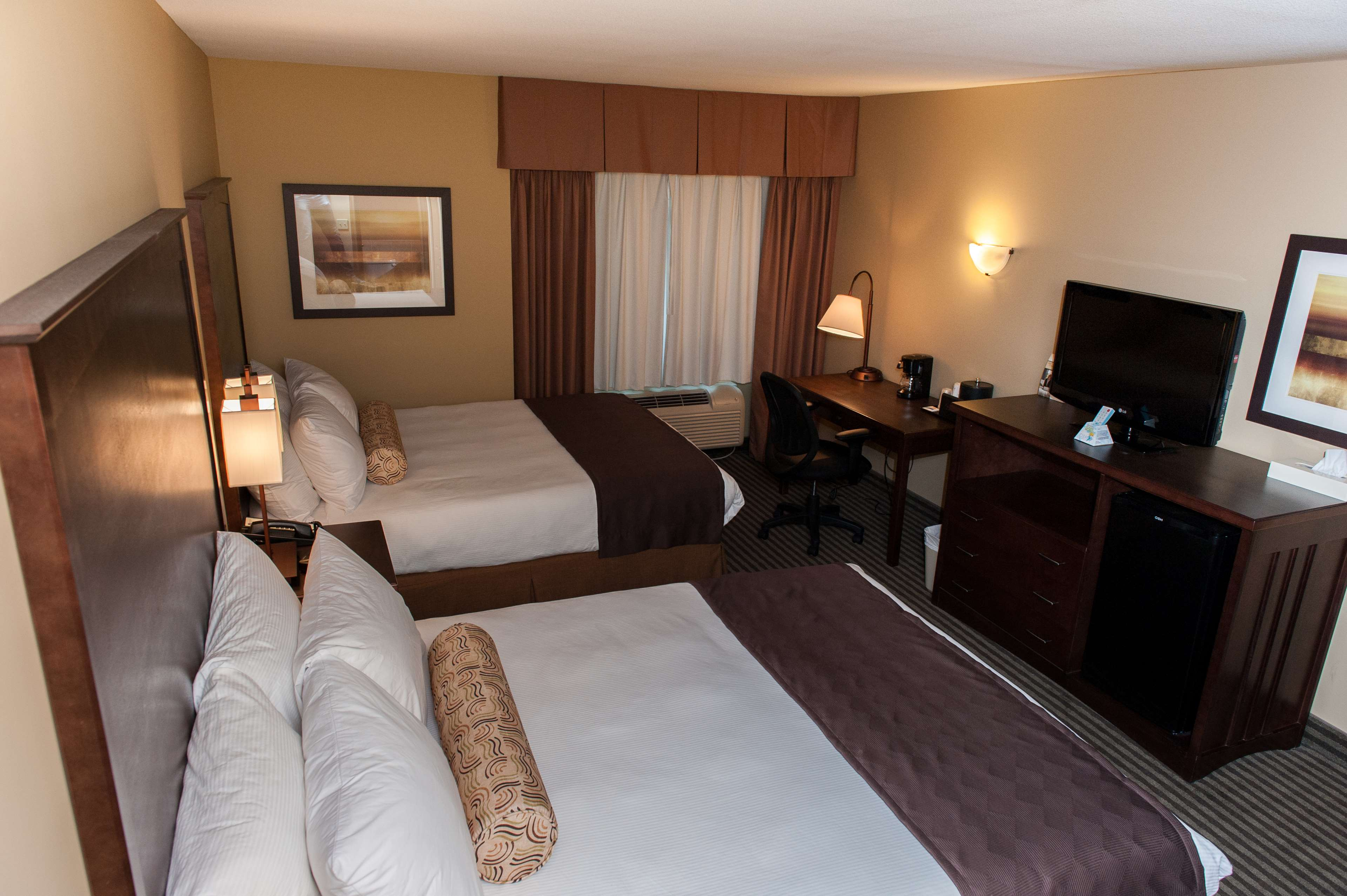 Best Western Maple Ridge Hotel in Maple Ridge: Double Bedded Guest Room