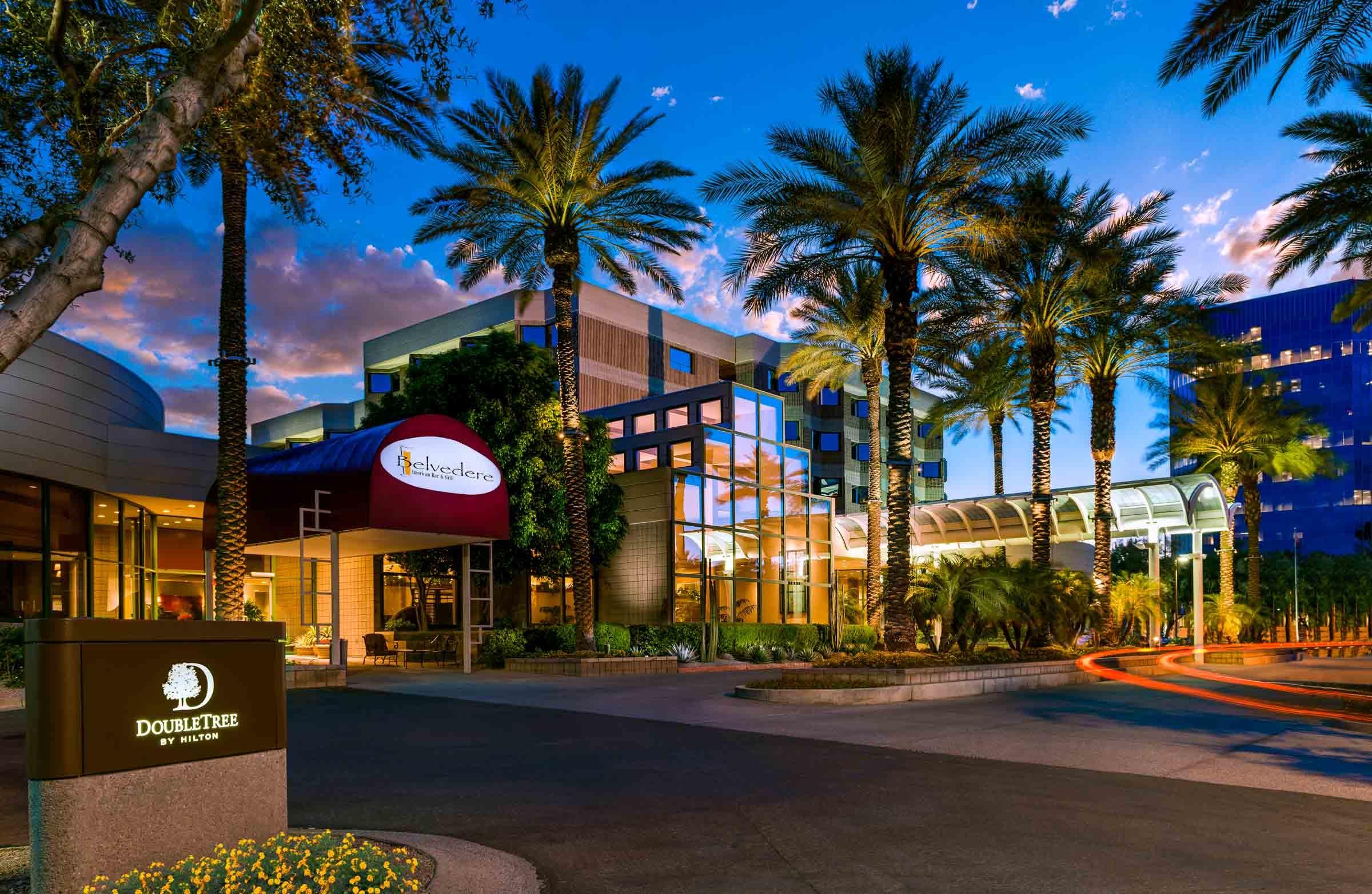 DoubleTree Suites by Hilton Hotel Phoenix image 0