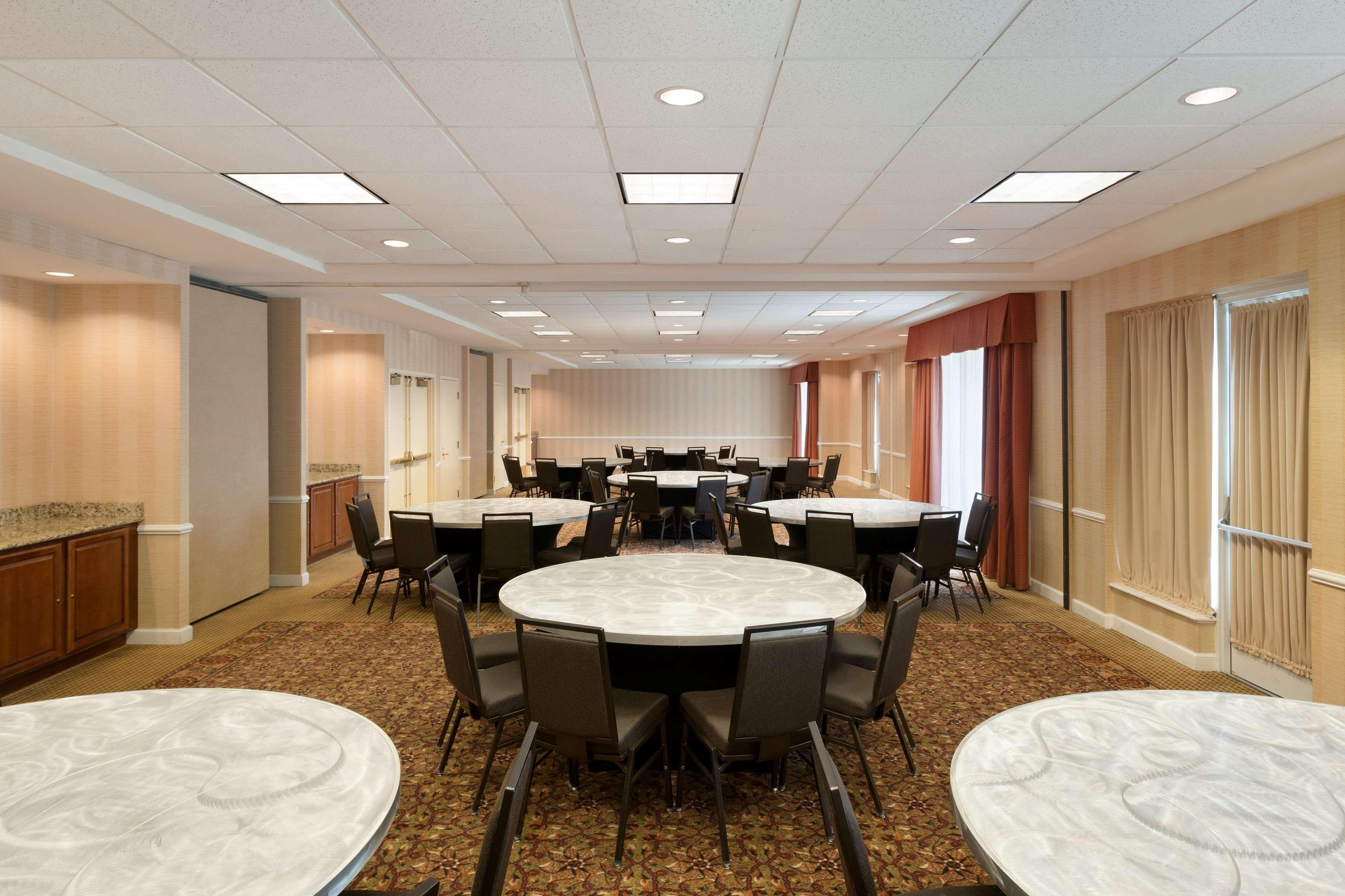 Hilton Garden Inn Chicago/Oakbrook Terrace image 15