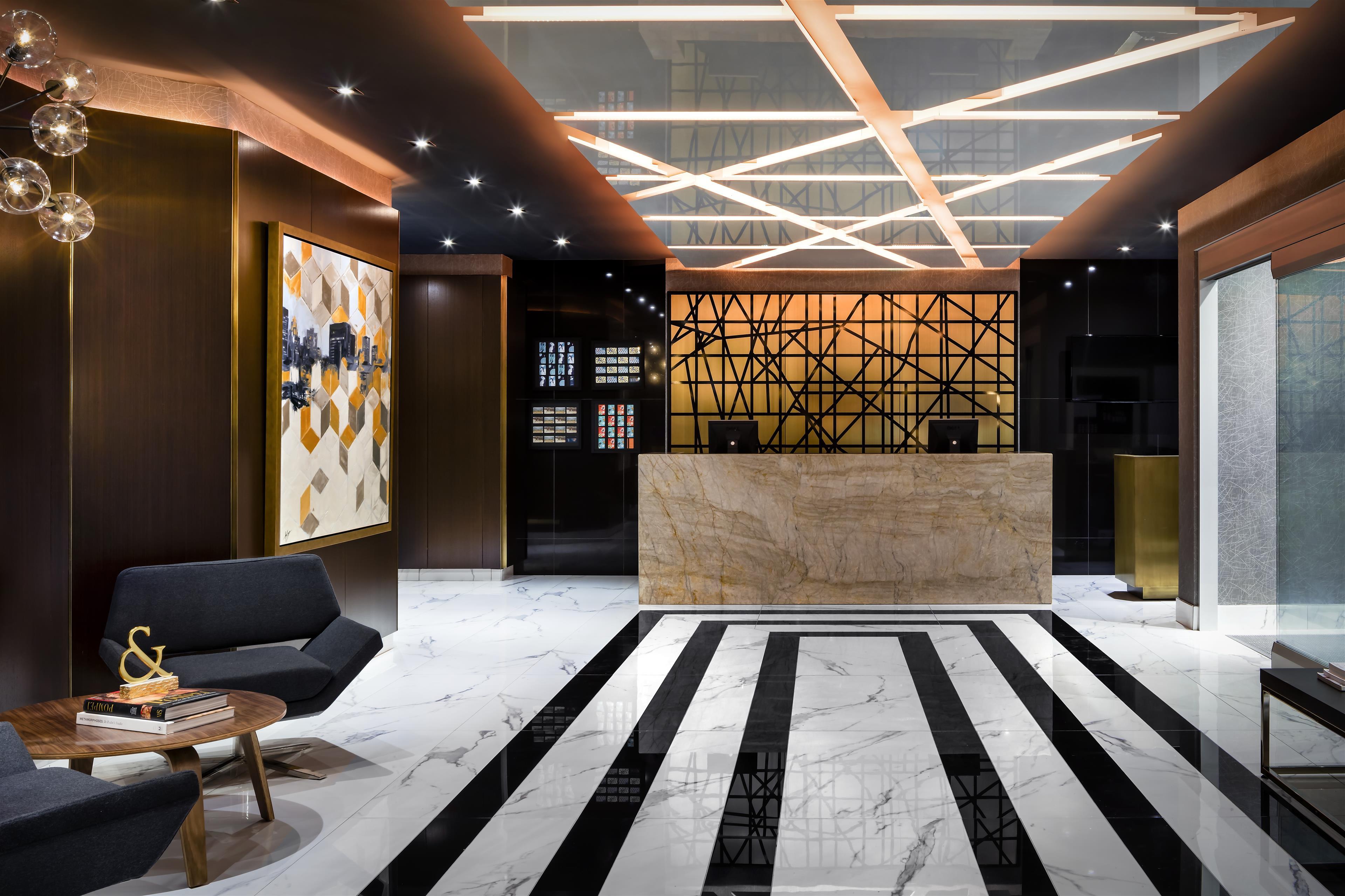 Le Méridien Versailles à Montreal: Lobby / Guest Services