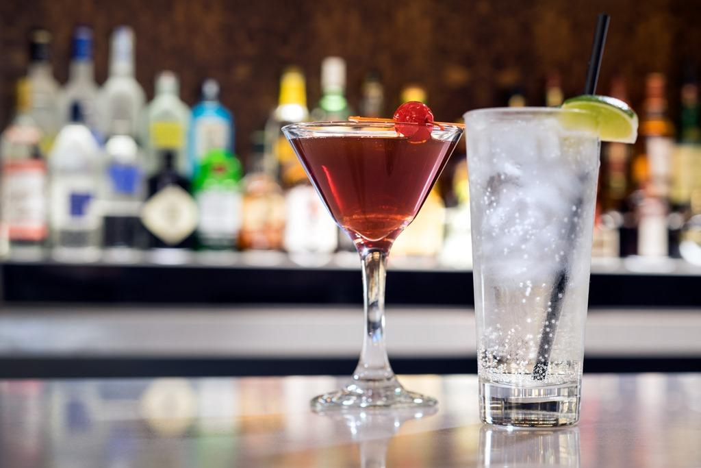 Signature Cocktails - Looking for the best happy hour in Burbank? Enjoy signature cocktails in our lobby bar and lounge.