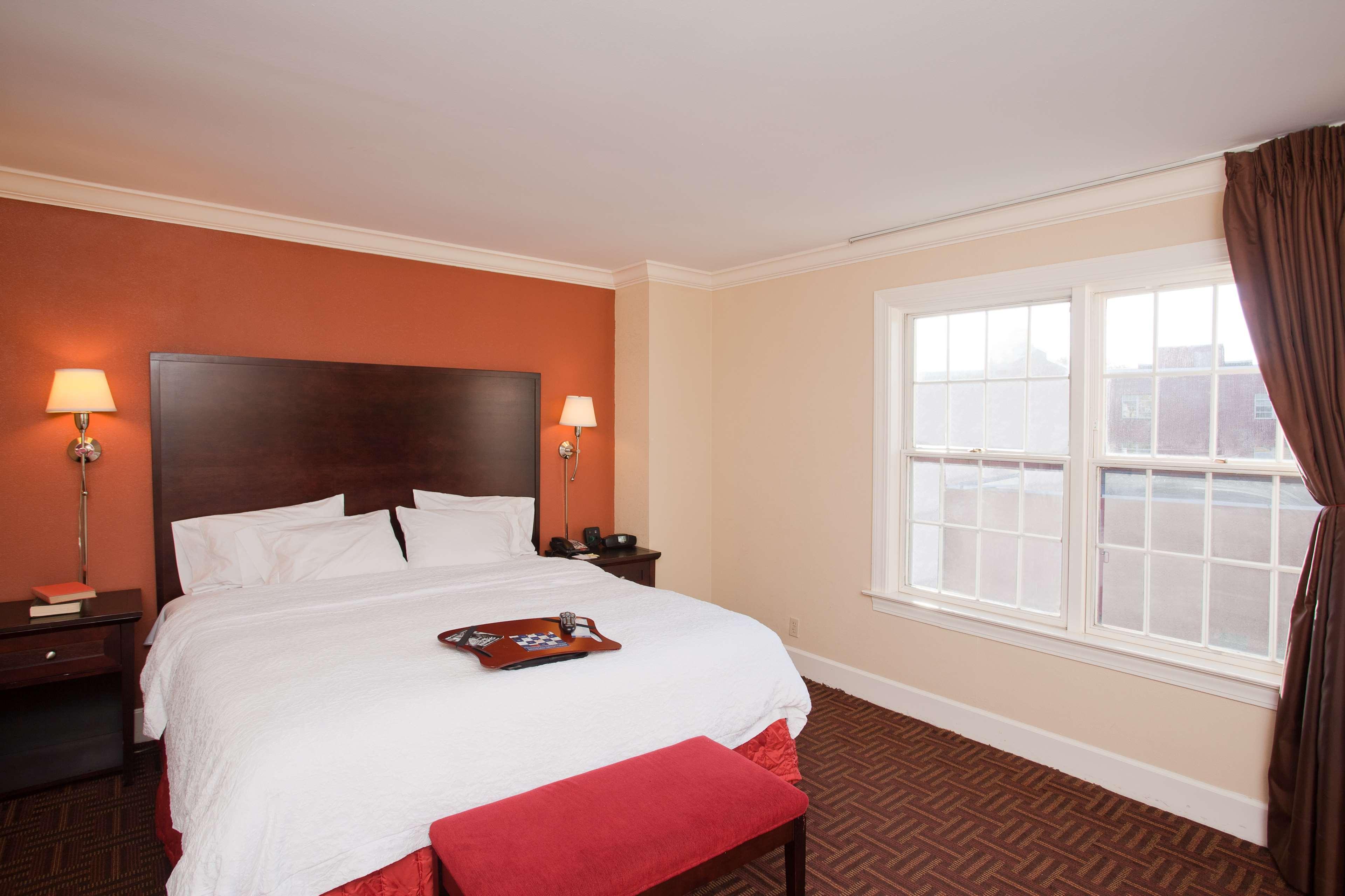 Hampton Inn & Suites Stamford image 28