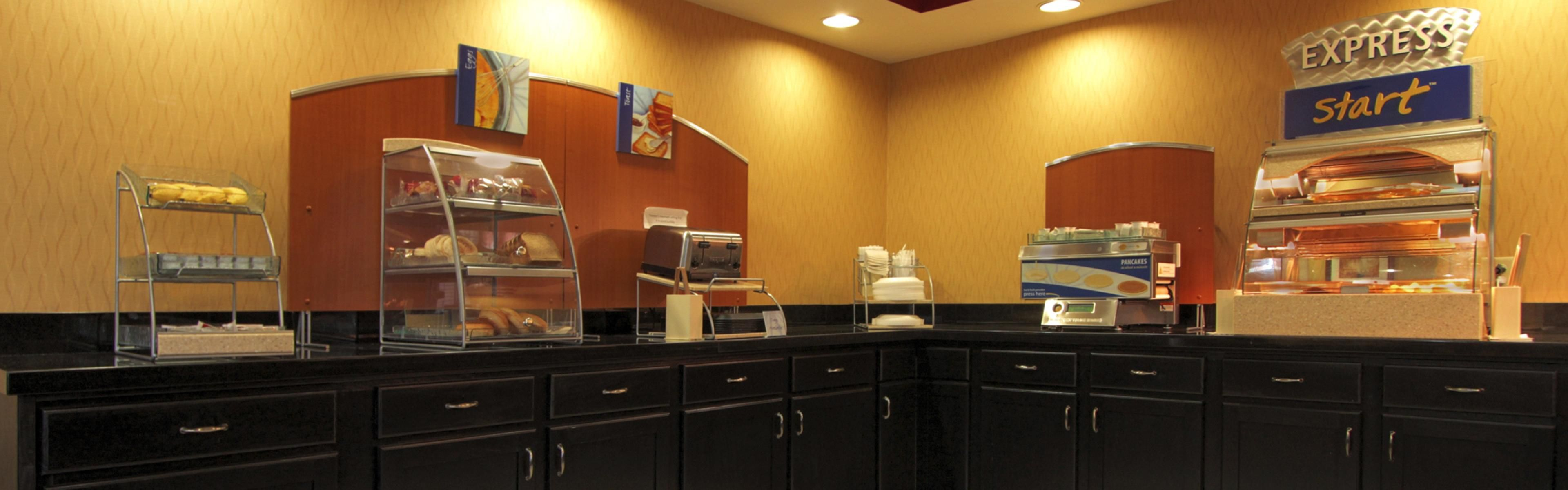 Holiday Inn Express & Suites Defiance image 3