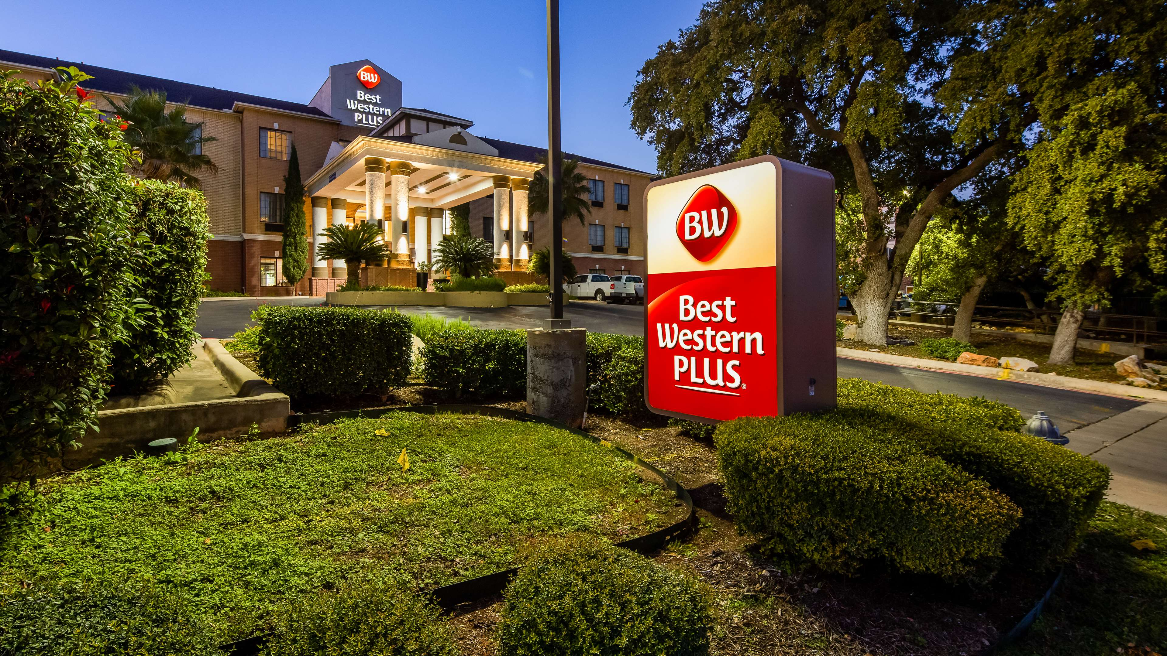 Best Western Plus Hill Country Suites image 0