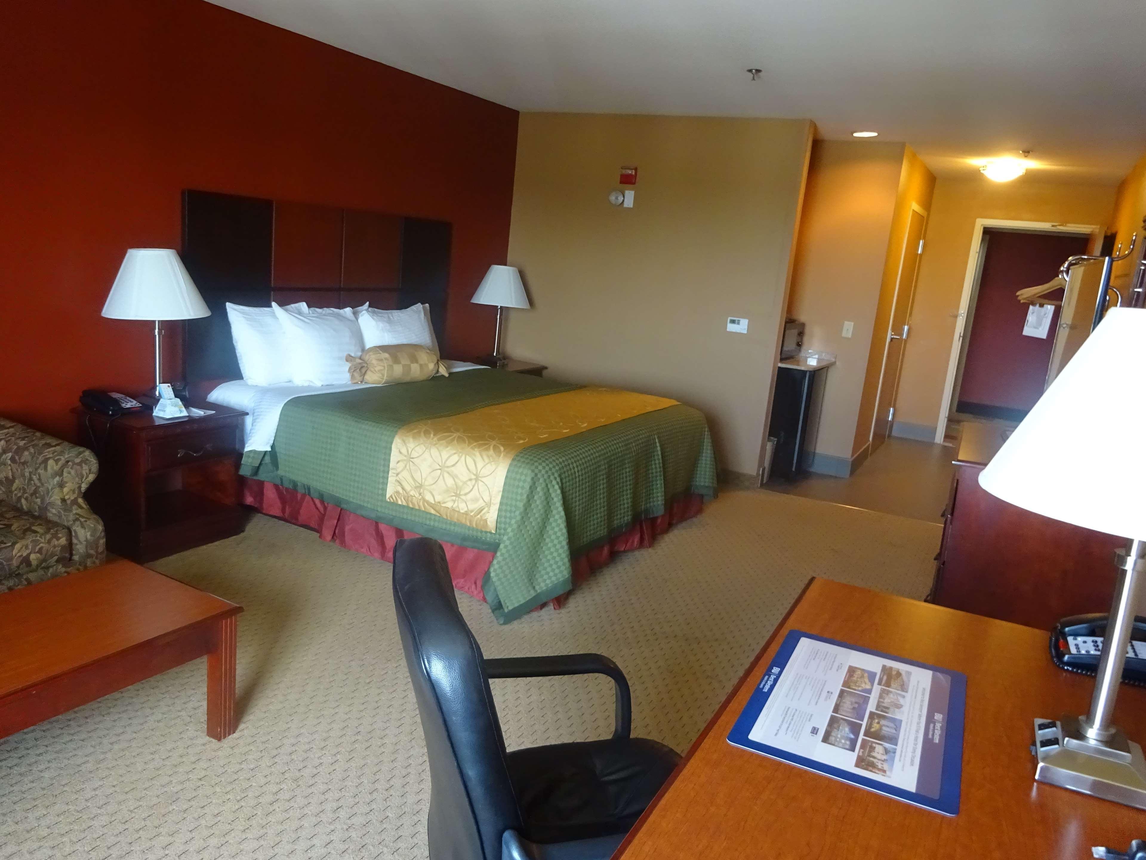 Best Western Plus Denton Inn & Suites image 9
