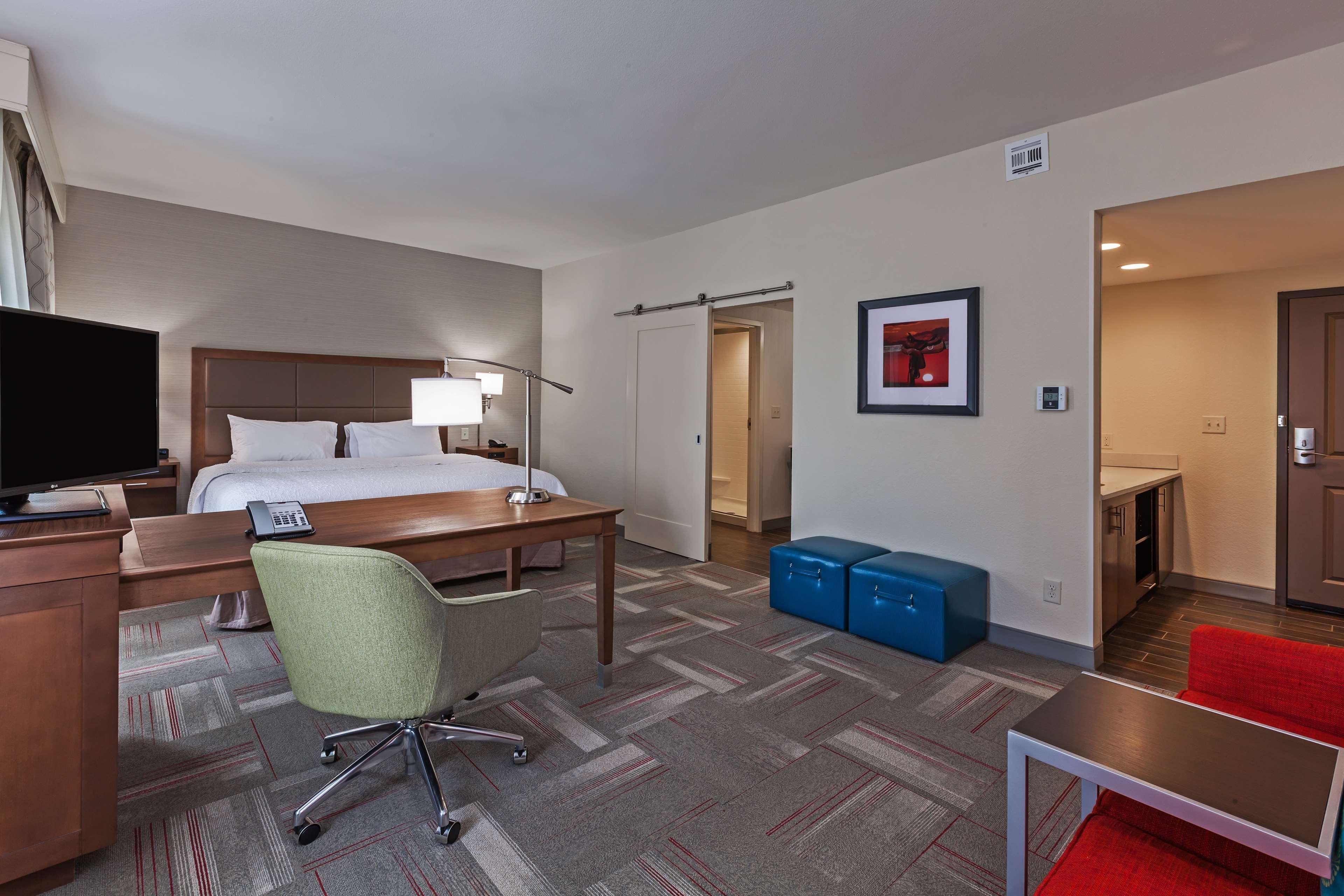 Hampton Inn & Suites Claremore image 21
