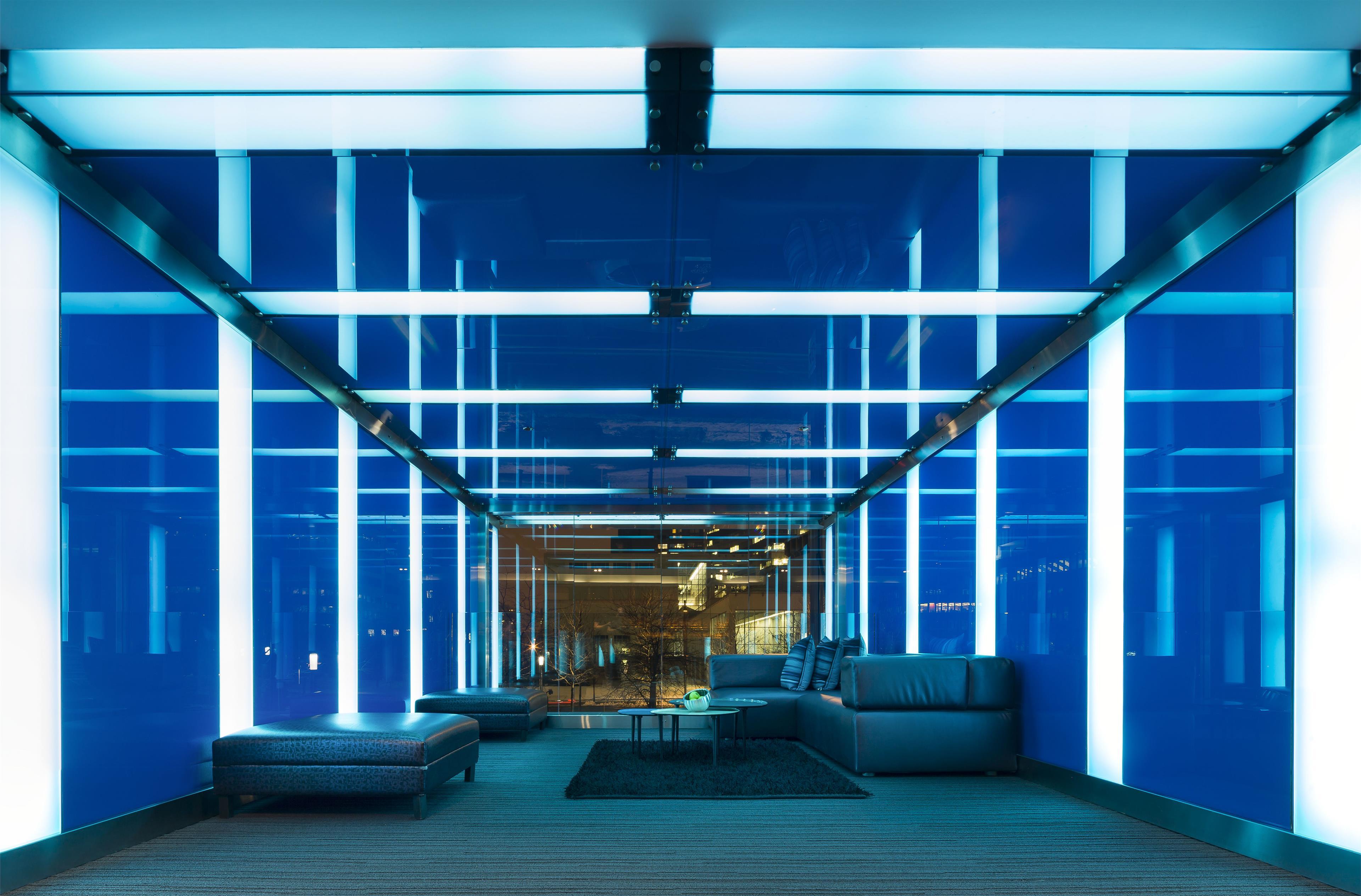 W Montréal à Montreal: W Montreal Hotel Salon Bleu