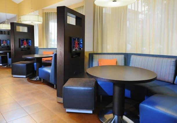 Courtyard by Marriott Houston Hobby Airport image 13