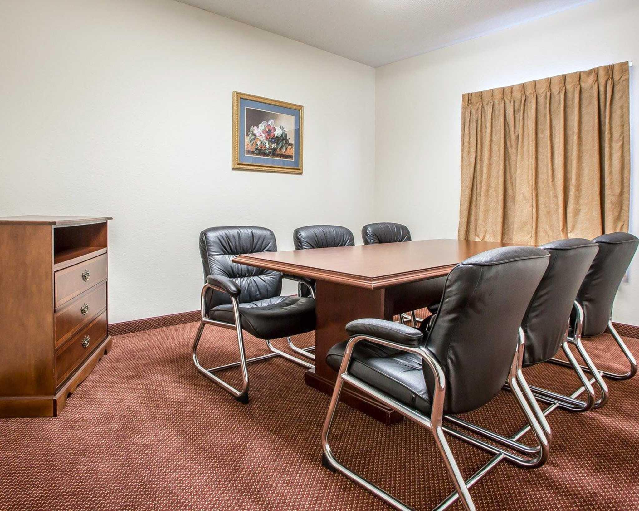 Comfort Suites Jefferson City image 39