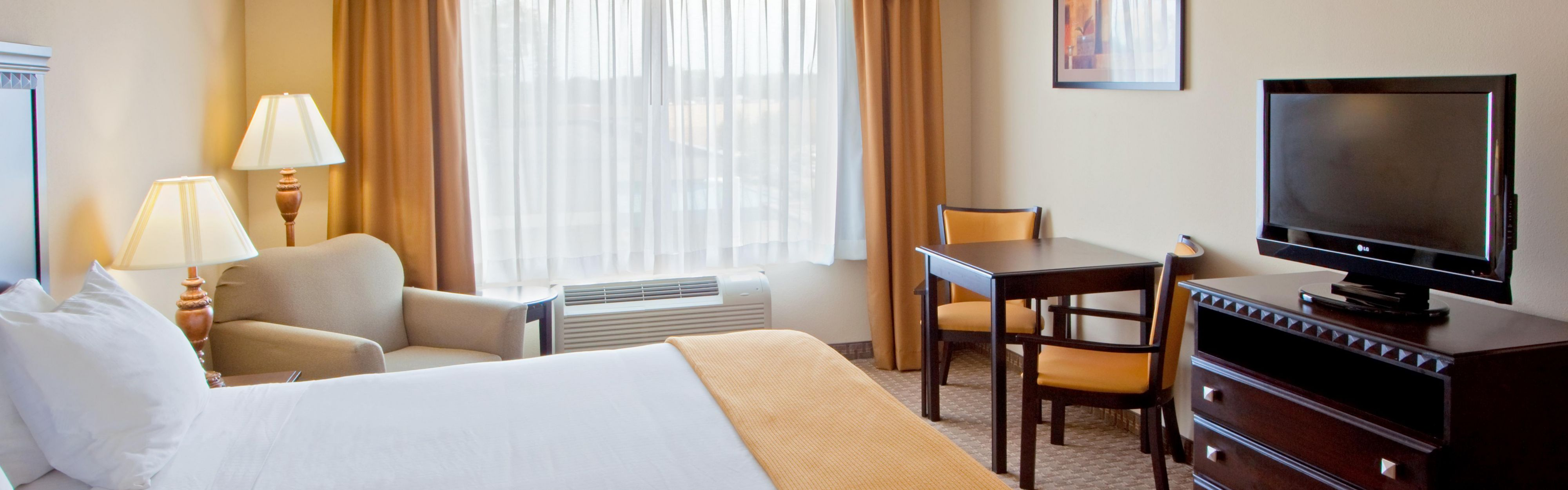 Holiday Inn Express & Suites Tappahannock image 1