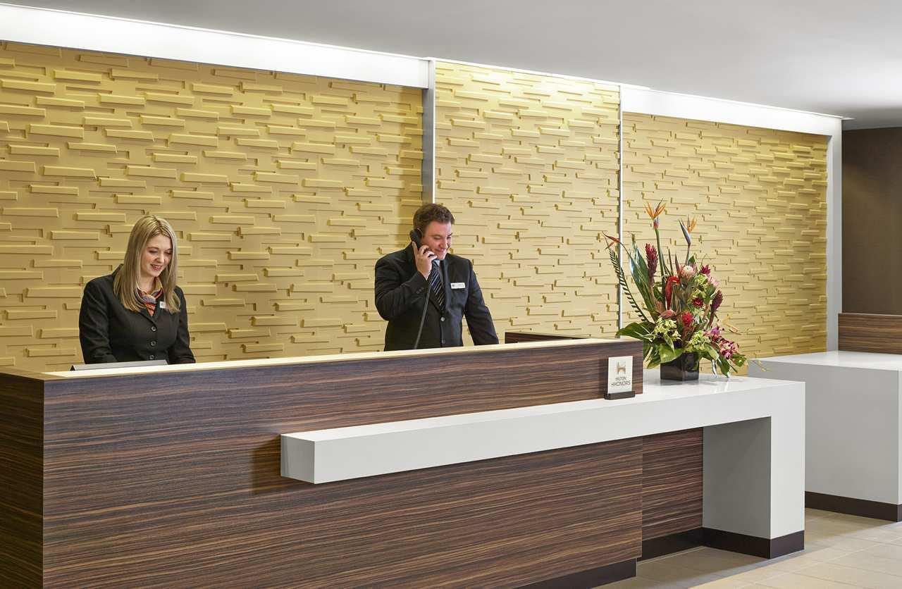 DoubleTree by Hilton Hotel West Edmonton in Edmonton: Reception Desk