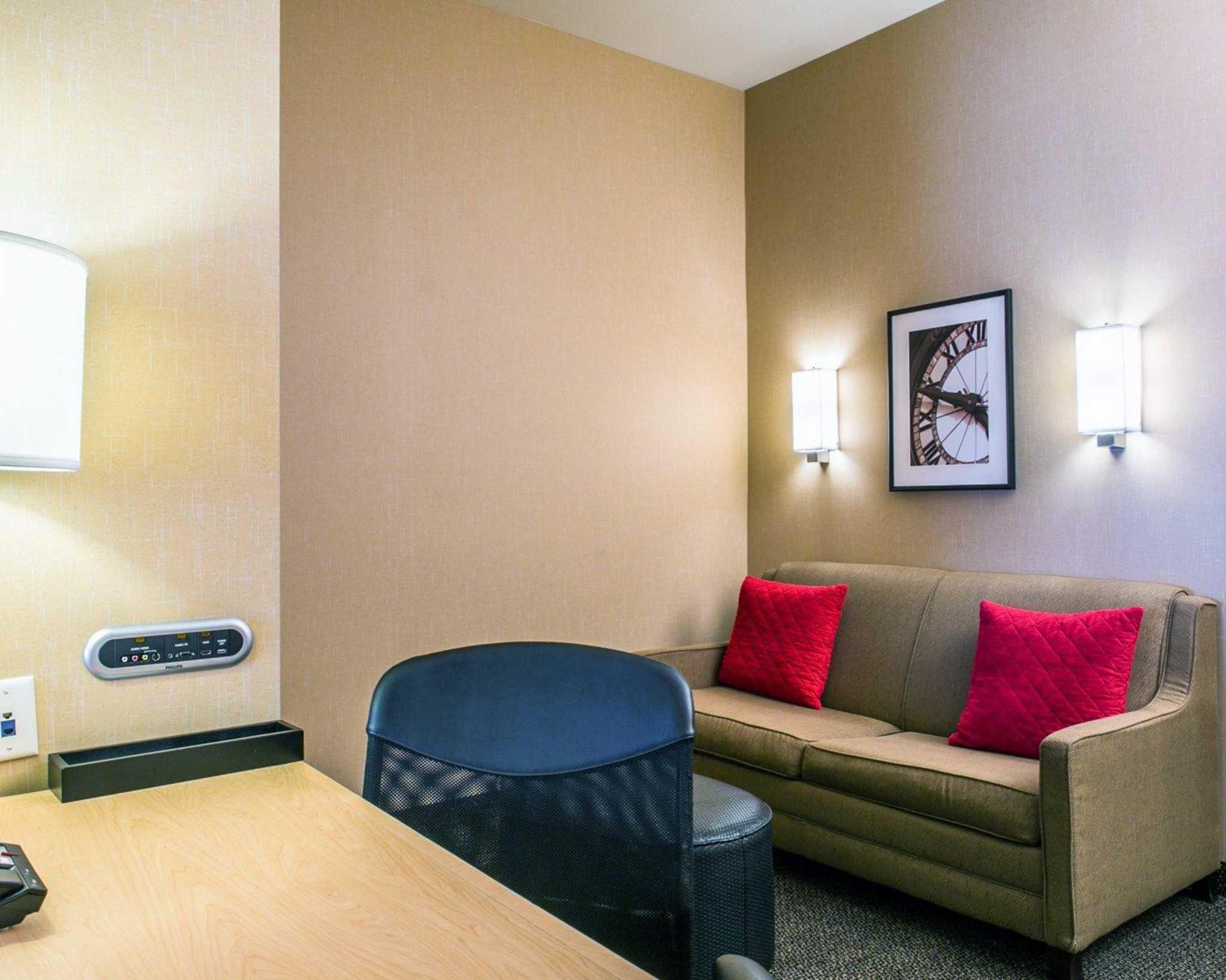 Cambria Hotel Denver International Airport image 8