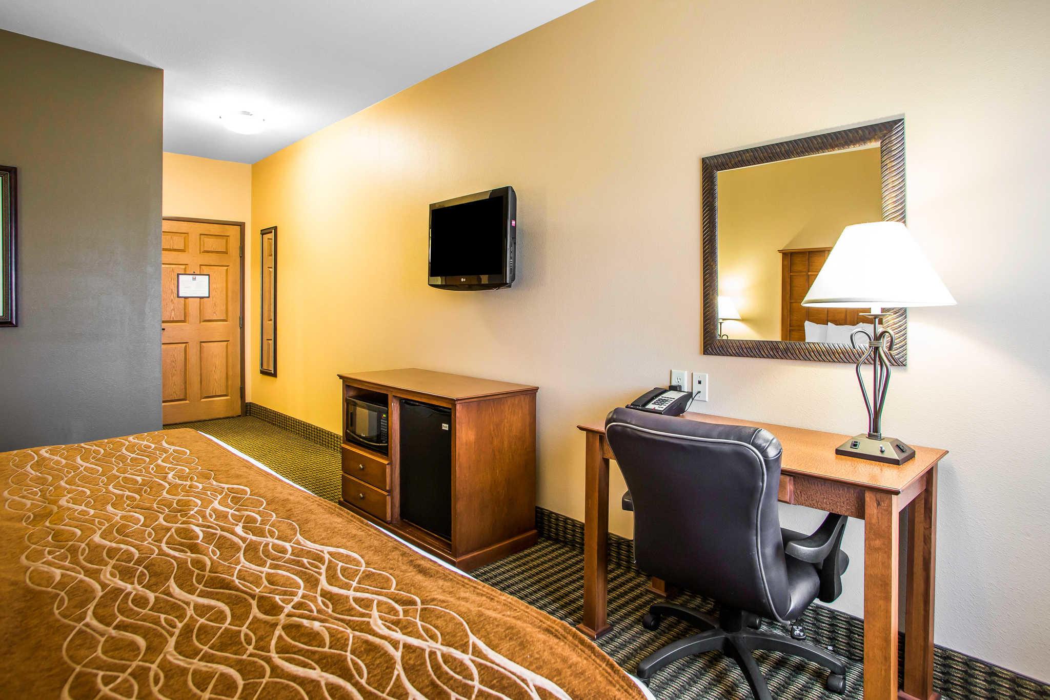 Comfort Inn & Suites image 15