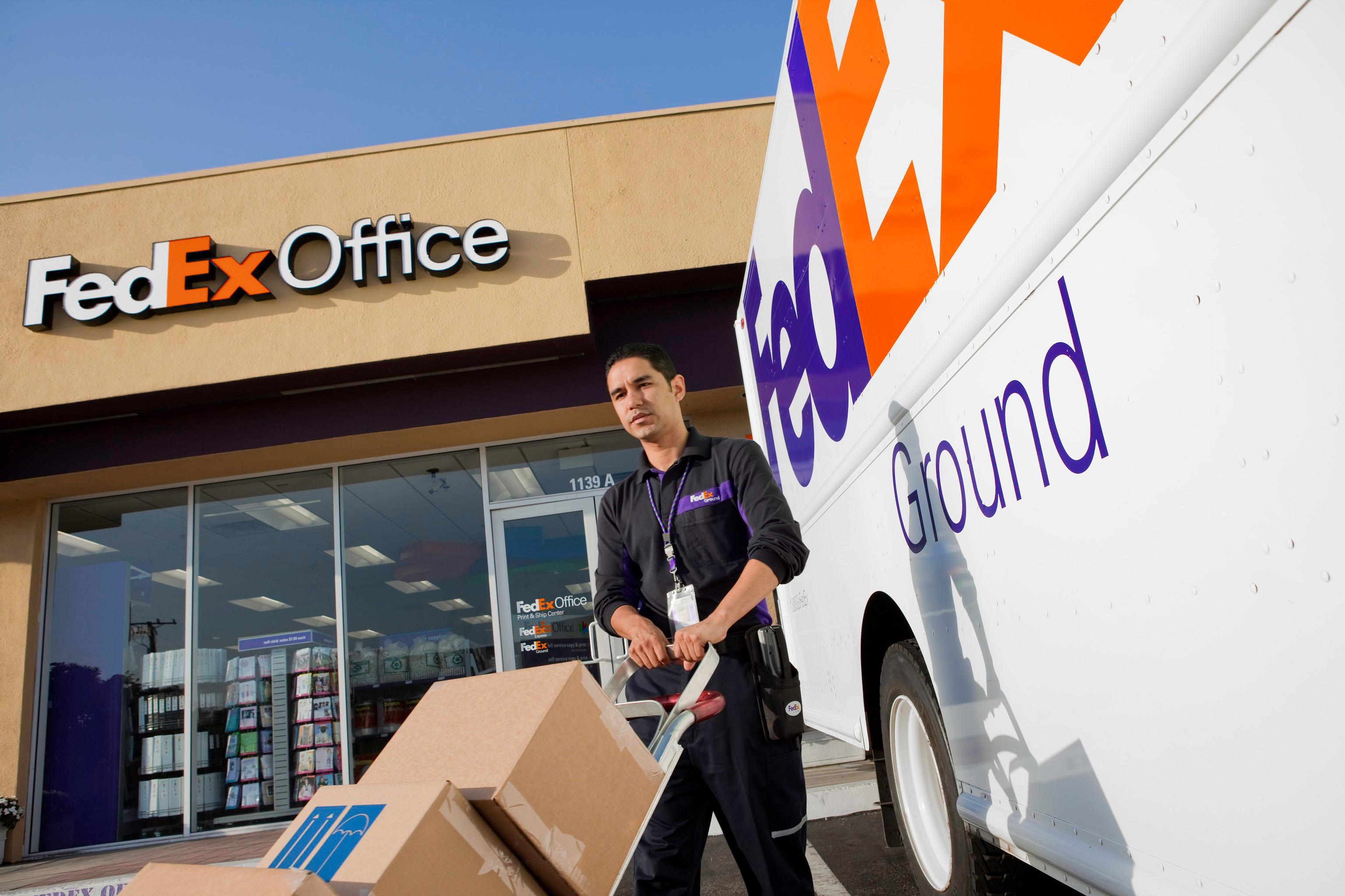 FedEx Office Ship Center image 4