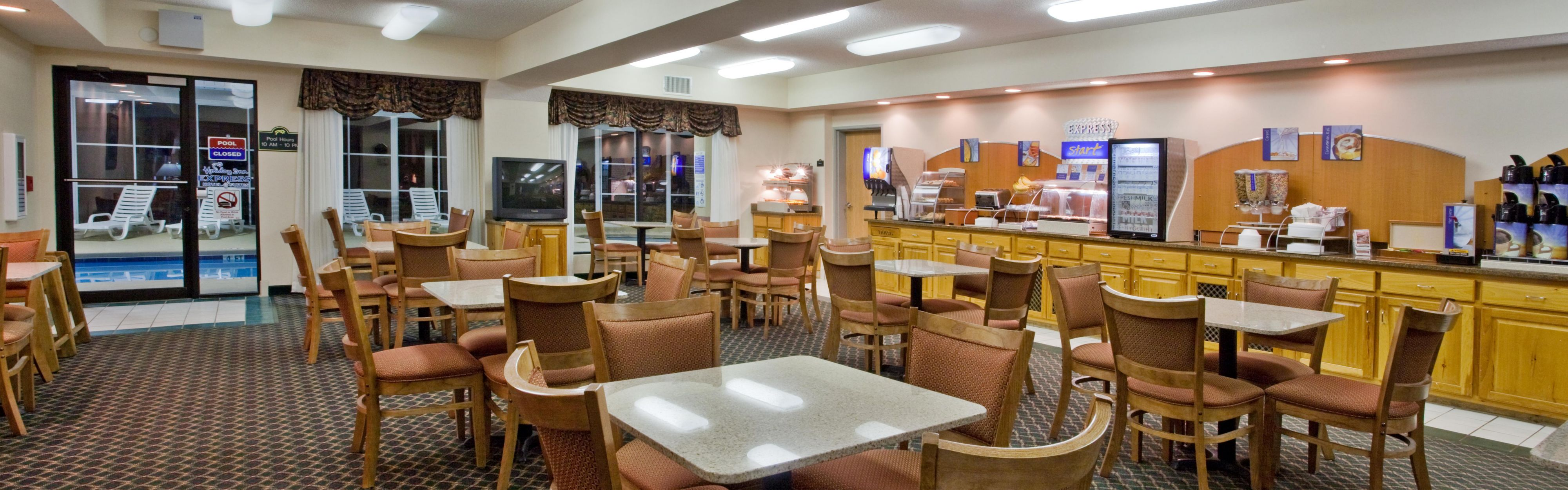 Holiday Inn Express & Suites Hiawassee image 3