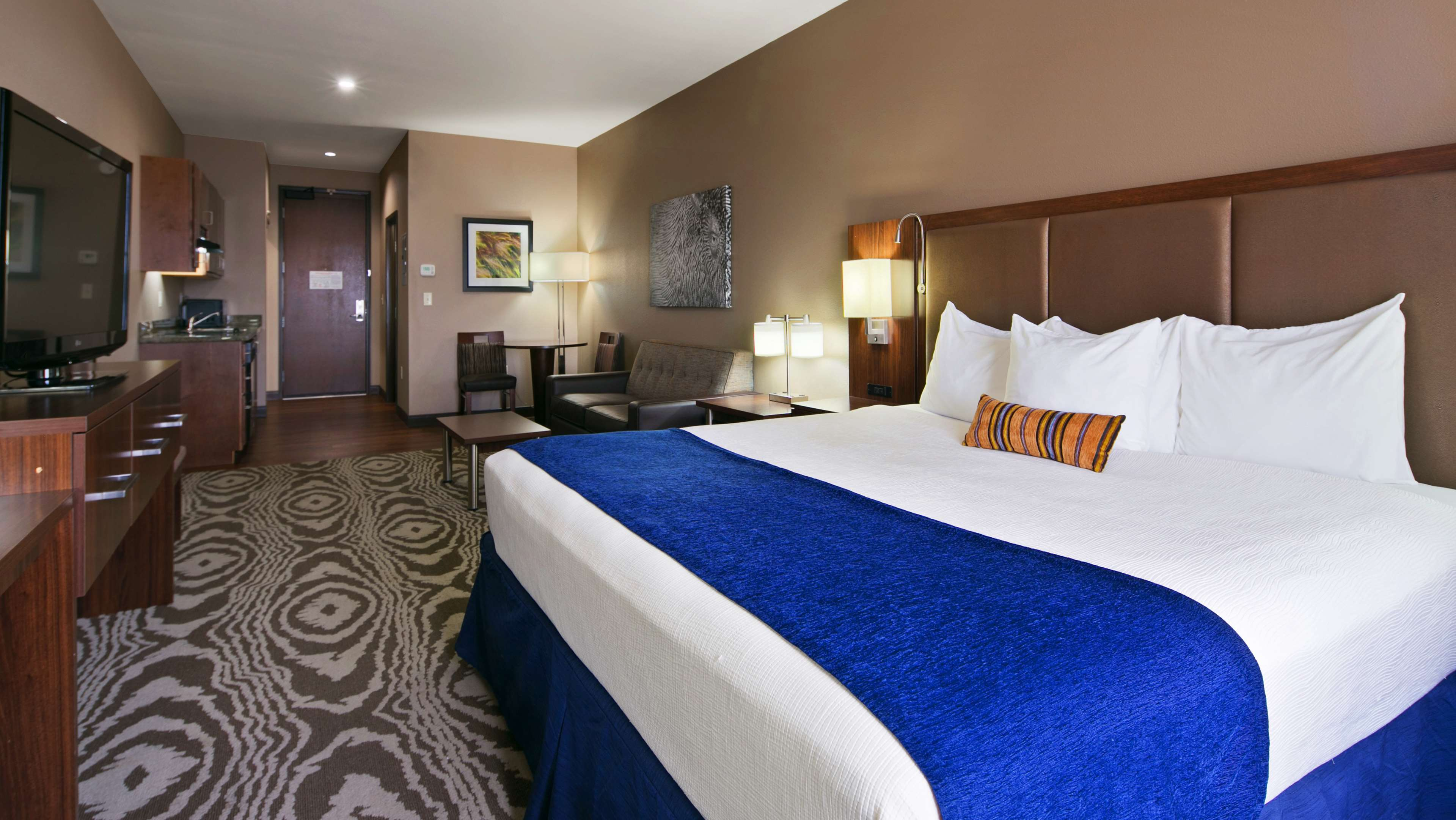 Best Western Plus Williston Hotel & Suites image 13