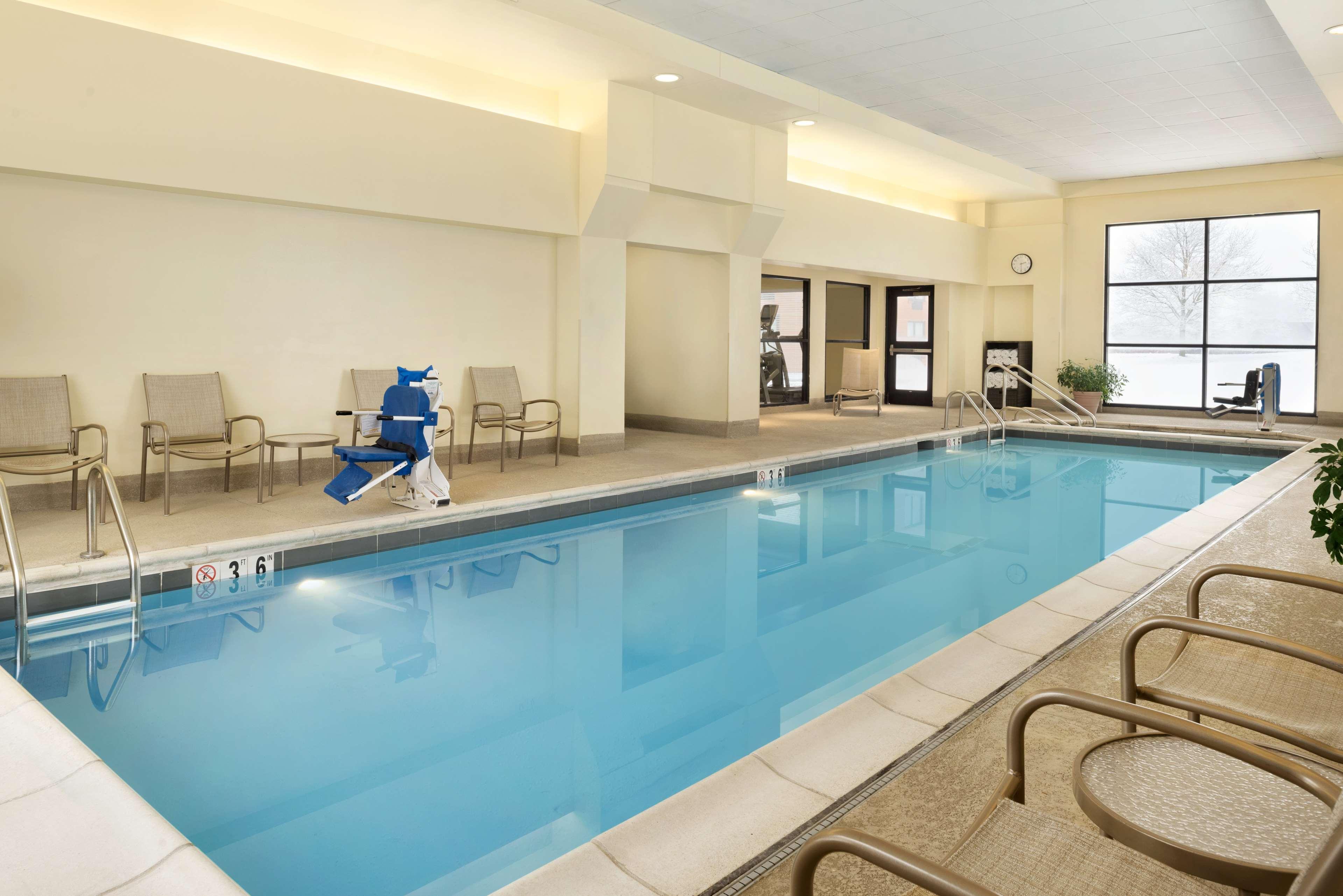 DoubleTree by Hilton Hotel Milwaukee - Brookfield image 8