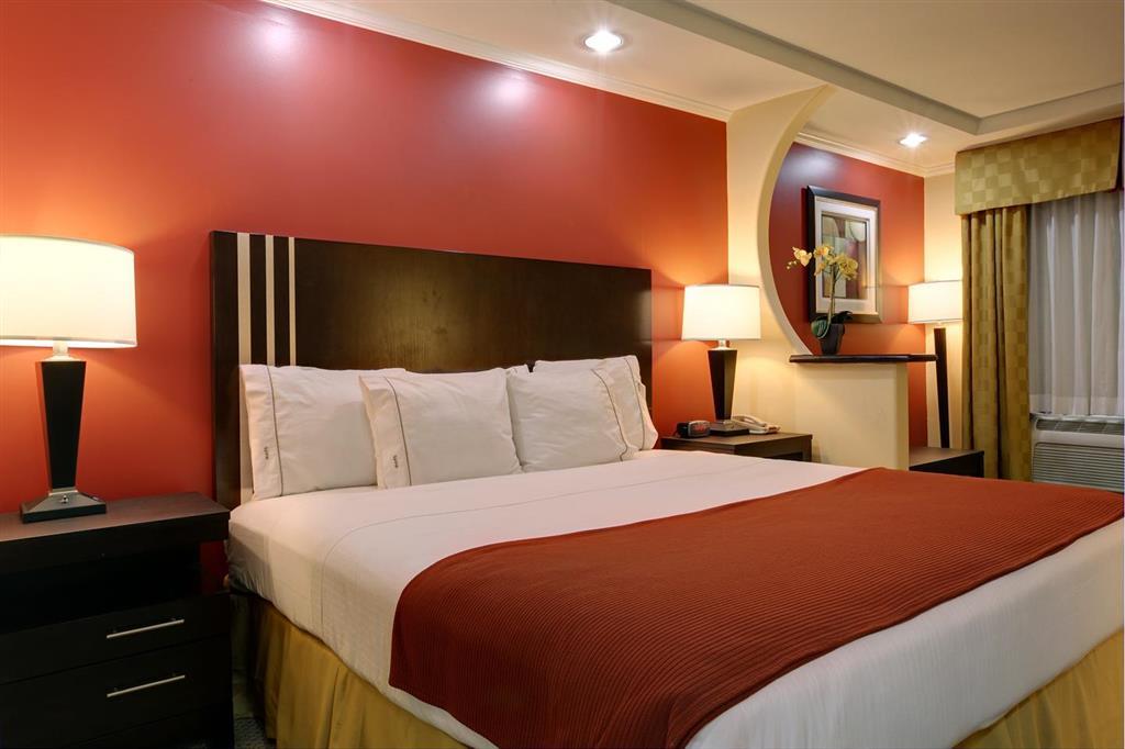 Americas Best Value Inn Angleton image 6