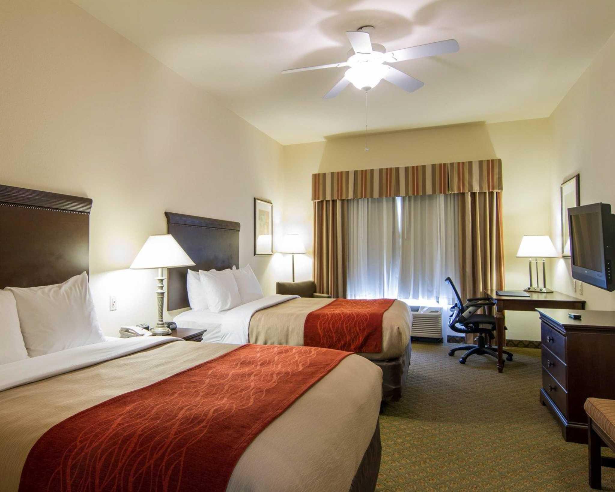 Comfort Inn & Suites Airport image 32