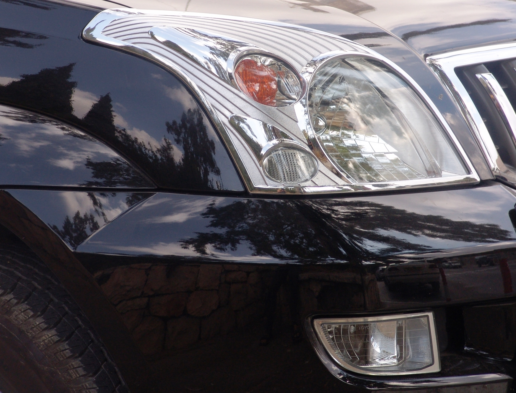 Hi-Tech Paint & Collision Ltd in Medicine Hat: Black car front end and headlight after repair