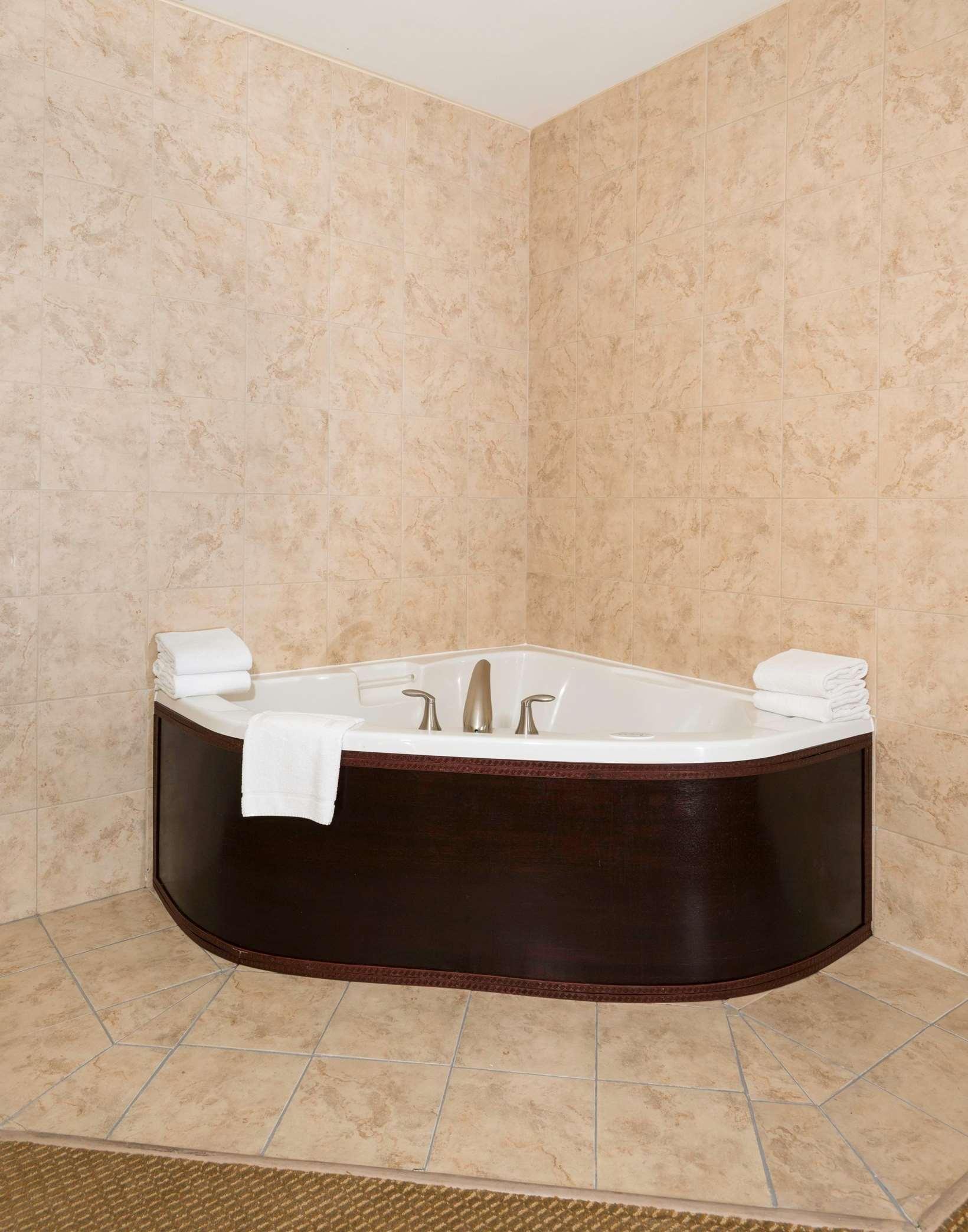 Whirlpool Tub in Suite