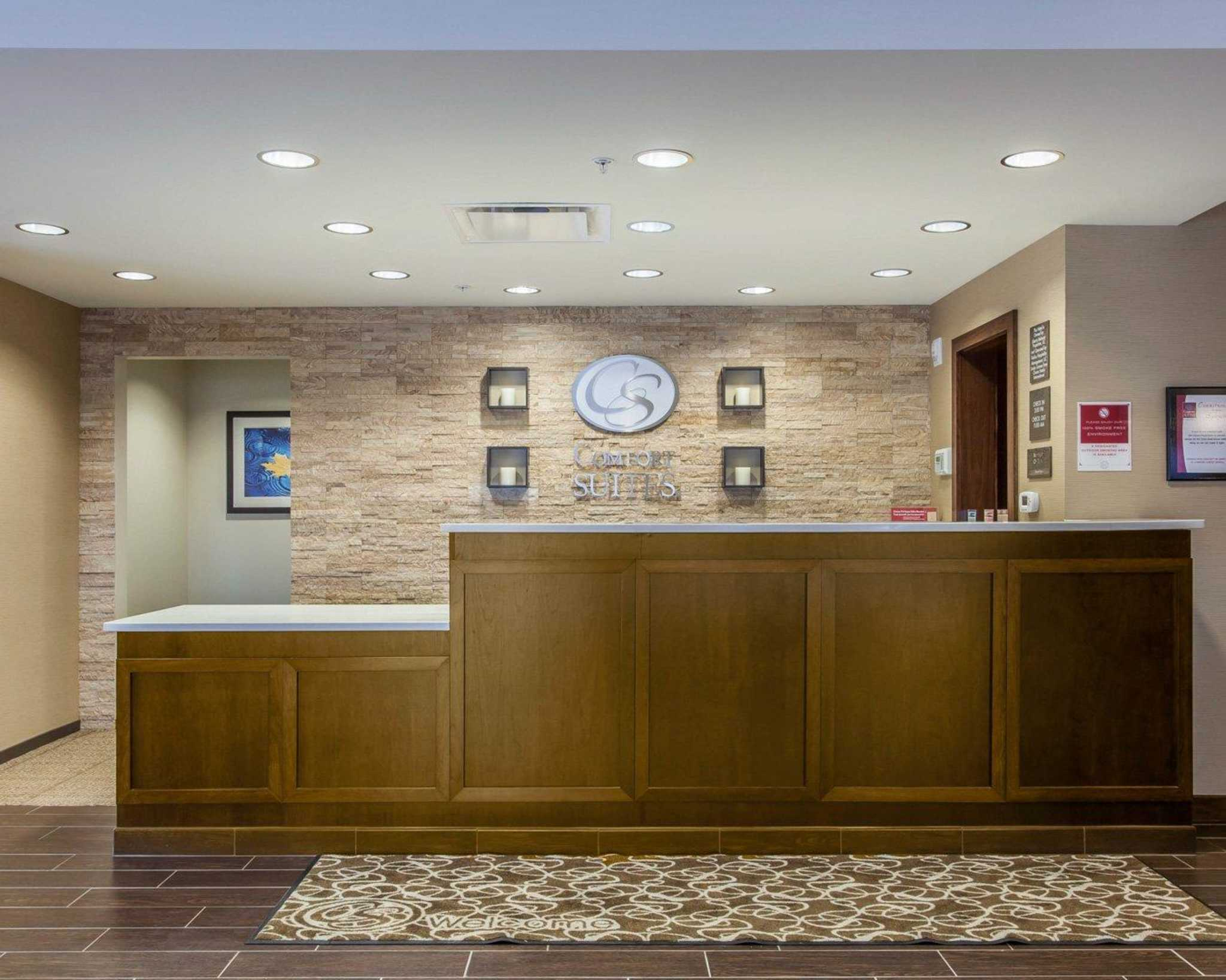 Comfort Suites Youngstown North image 14