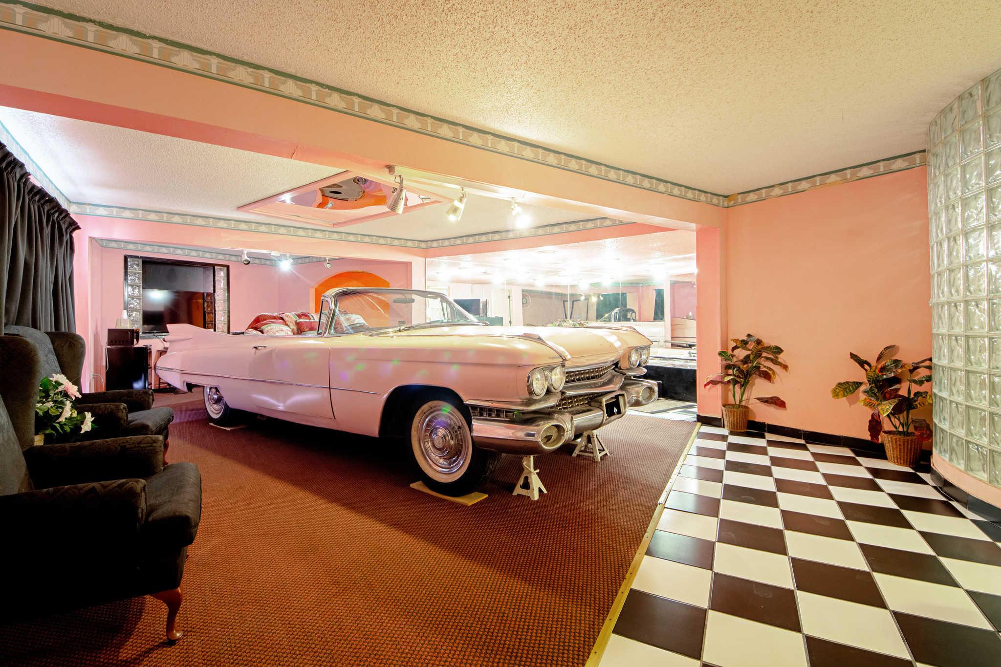 Rodeway Inn & Suites image 36