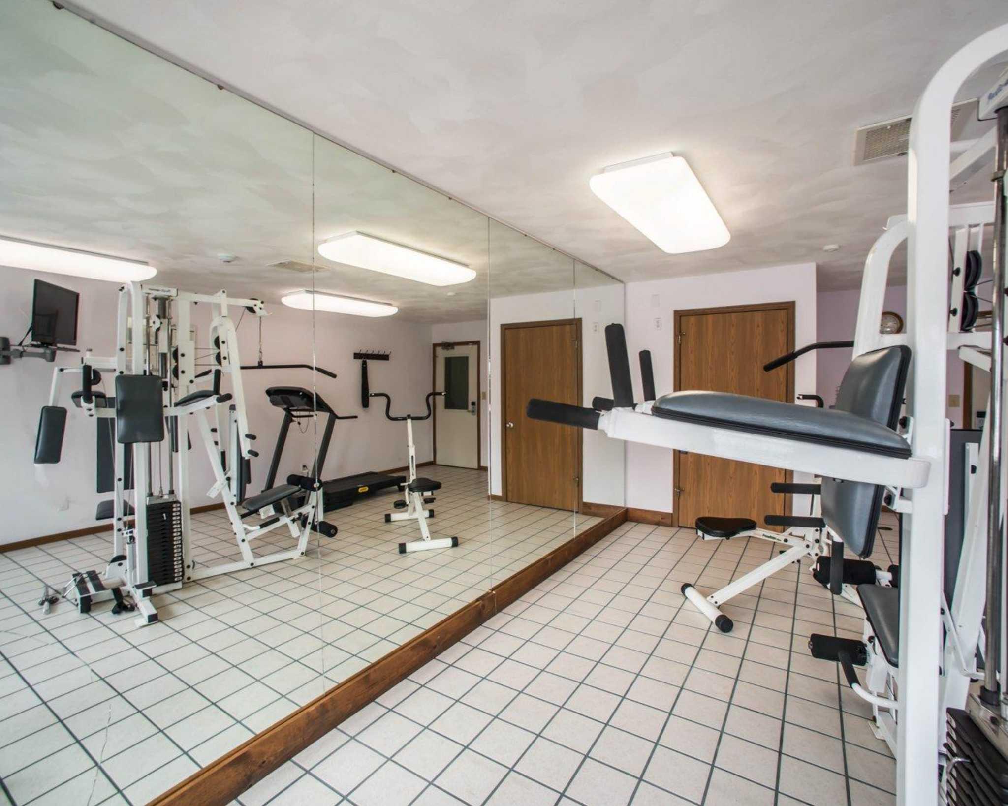 Econo Lodge Inn & Suites image 27