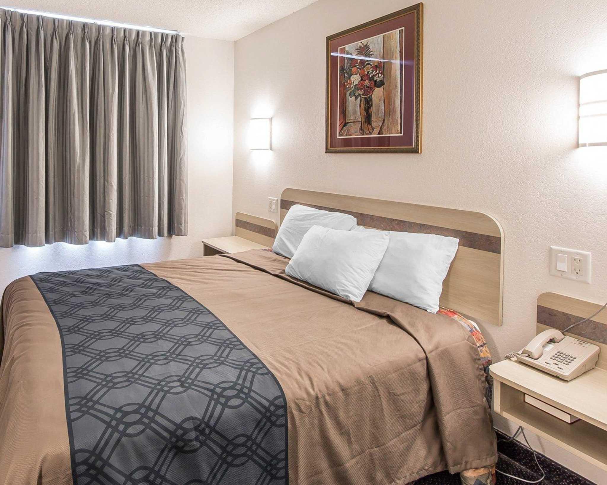 Econo Lodge image 15