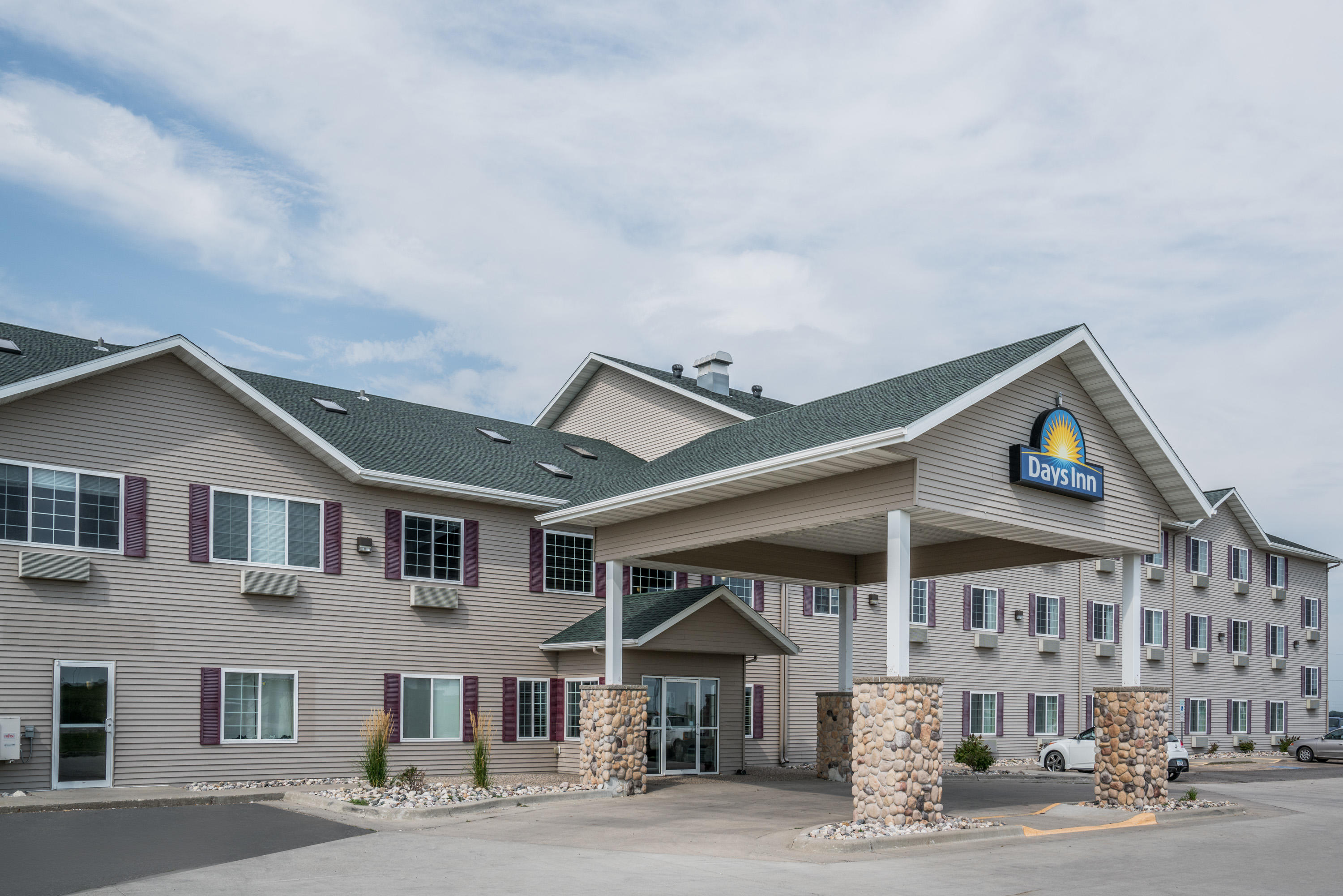 Days Inn Hotel & Governors' Waterpark, RV Park & Fitness Center image 0