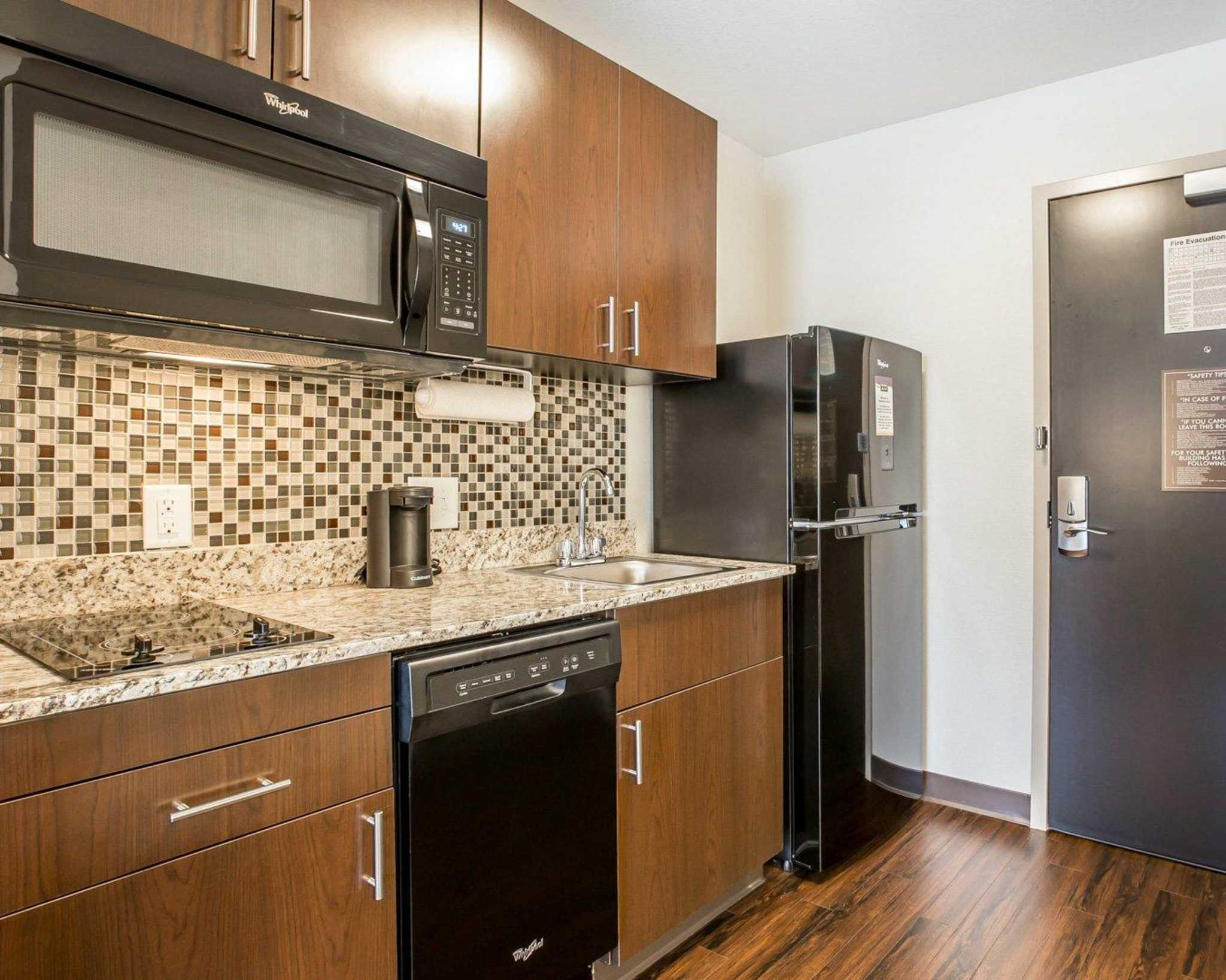 MainStay Suites Cartersville - Emerson Lake Point image 19